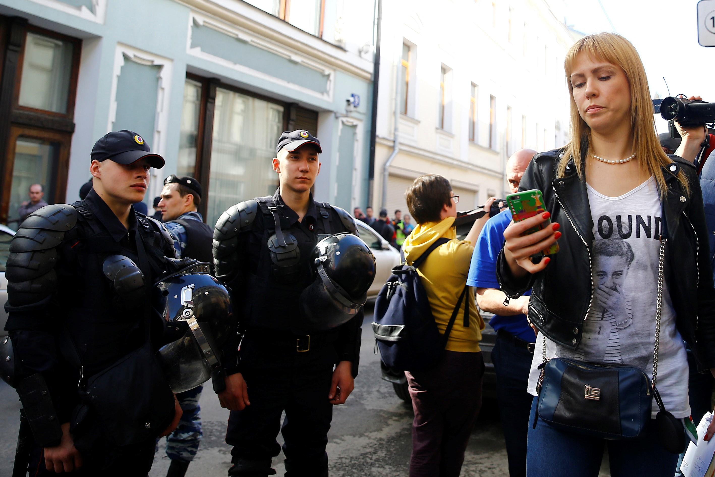 Több tucatnyi Putyin-ellenes tüntetőt vettek őrizetbe Szentpéterváron