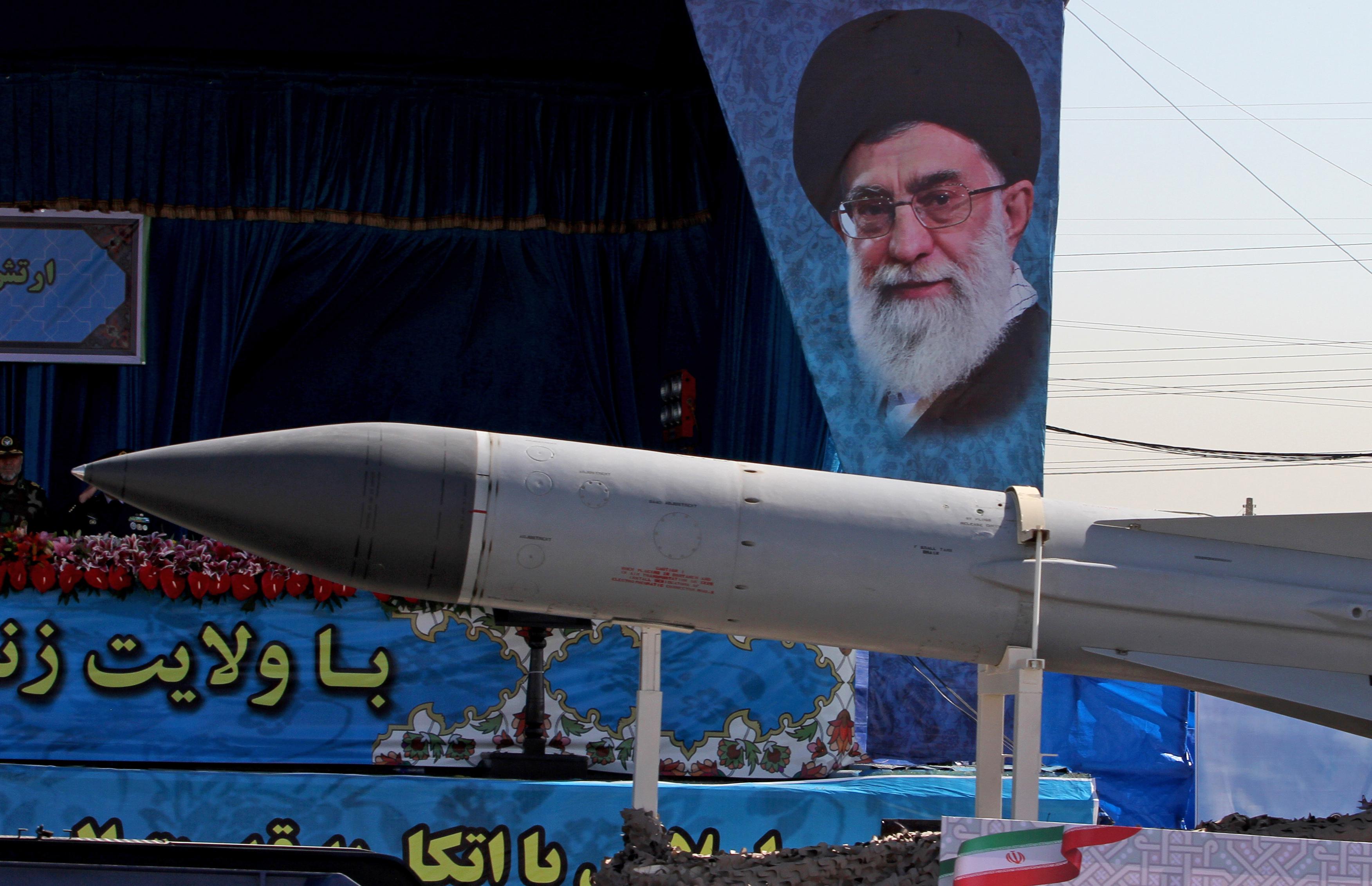 Irán bejelentette, hogy lejárt a fegyverembargó, amit az ENSZ szabott ki rá