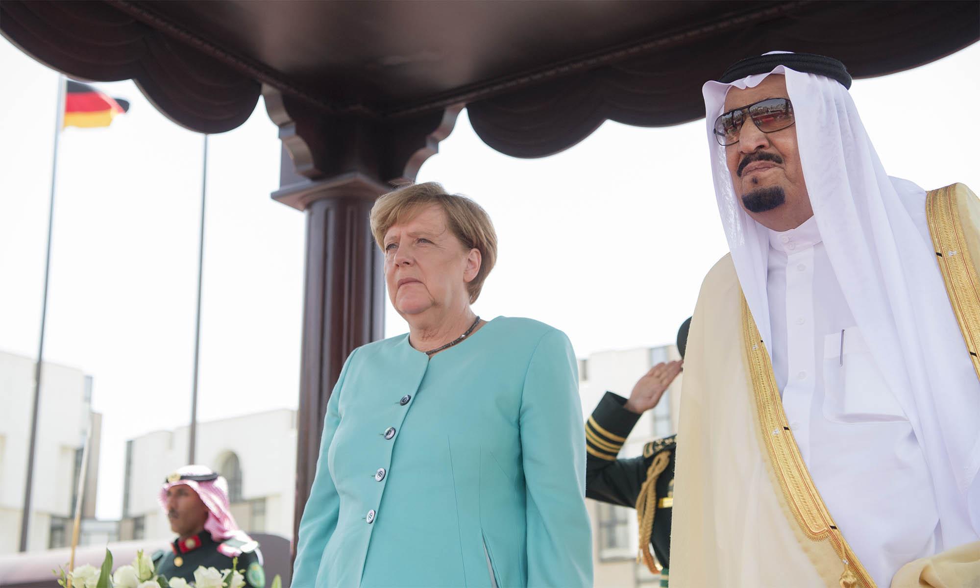 Merkel: Németország leállítja a Szaúd-Arábiának szánt fegyvereladásokat