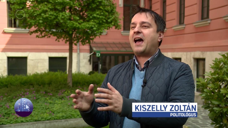 A köztévé Indexet és 444-et ekéző riportjában egyszer csak megjelenik Kiszelly Zoltán, a Századvég politológusa, és elszabadul a pokol