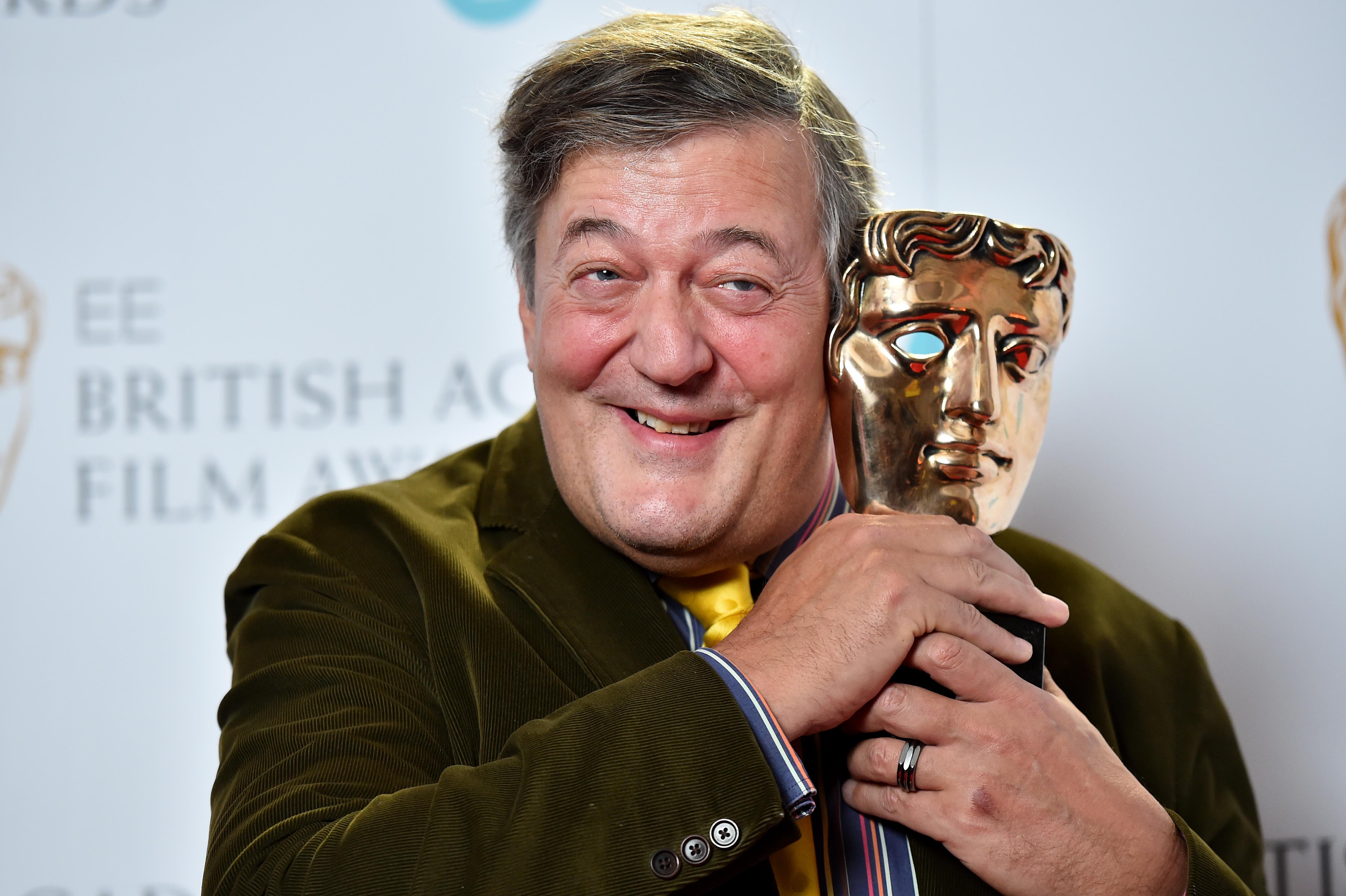 Vallásgyalázás miatt nyomoznak Stephen Fry ellen Írországban
