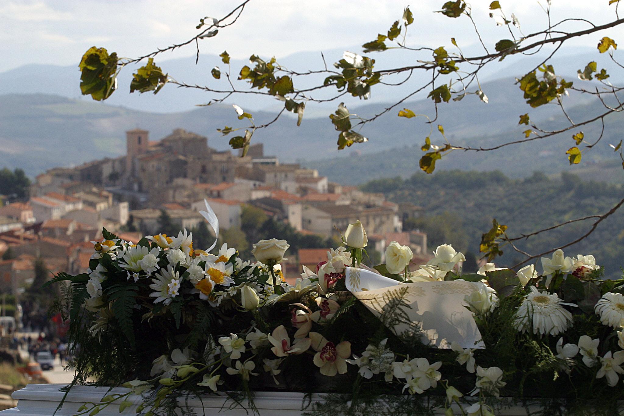 50 eurós lakbérrel és 2000 euró ajándékkal csábít lakókat magának egy olasz falu