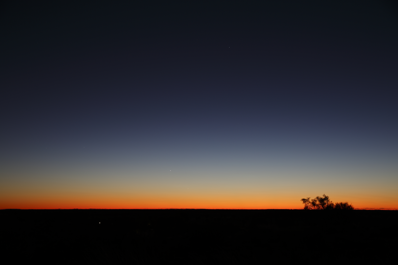 Csinos a hajnal, ébredjenek!