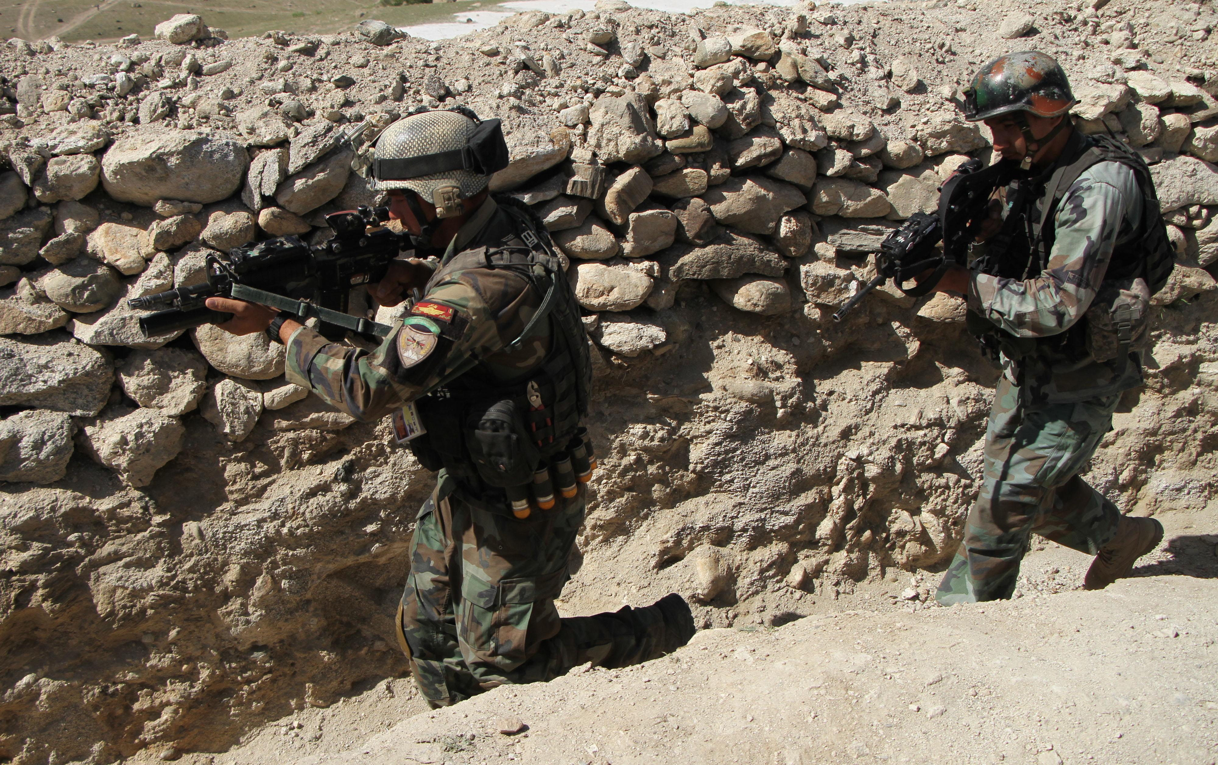 Az afgán gyerekek közel fele nem jár iskolába