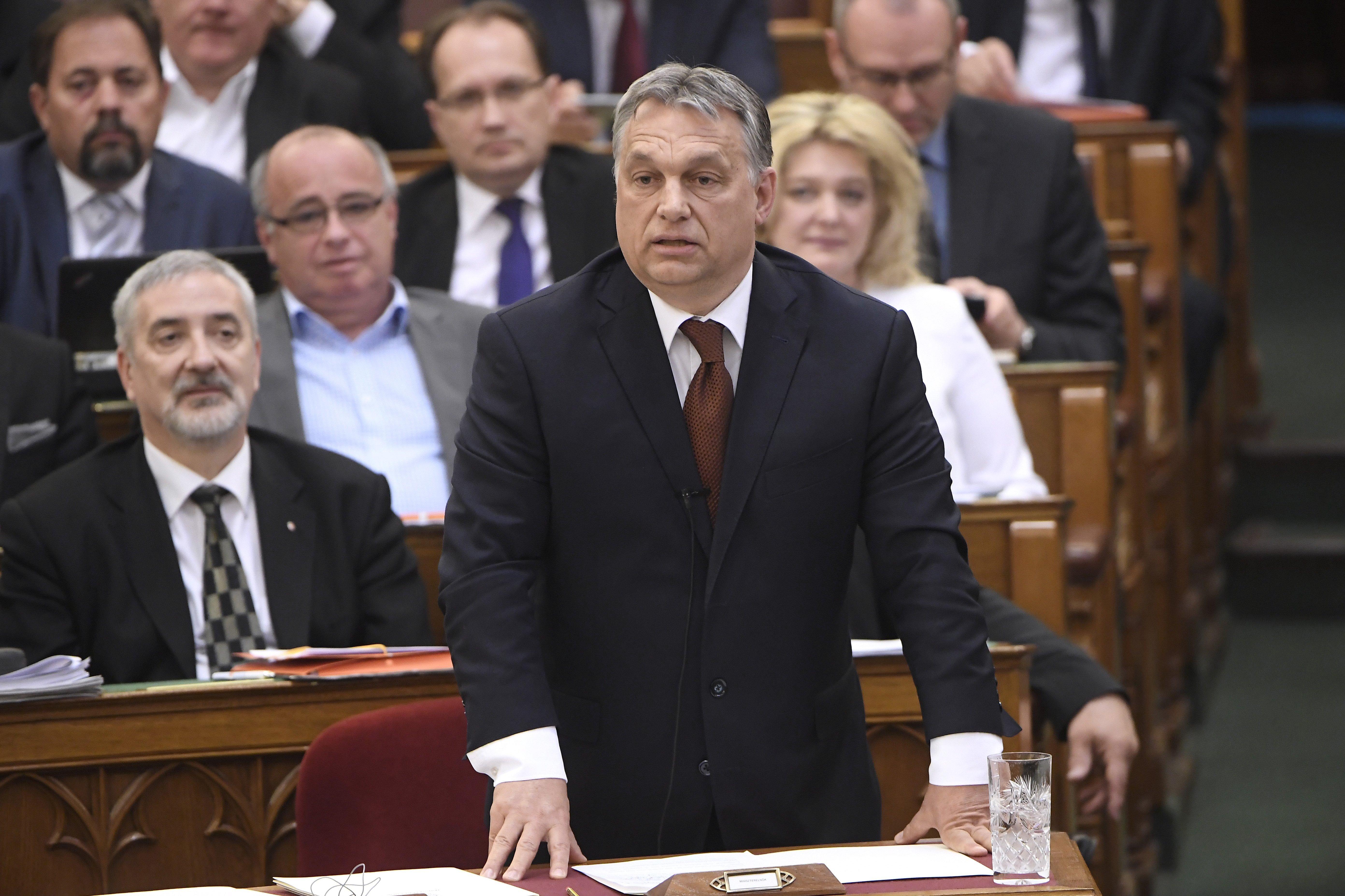 Orbán Viktorról lepergett Mészáros Lőrinc százmilliárdja, az oroszbérencezés és az is, hogy két kézzel lopnak a fideszesek