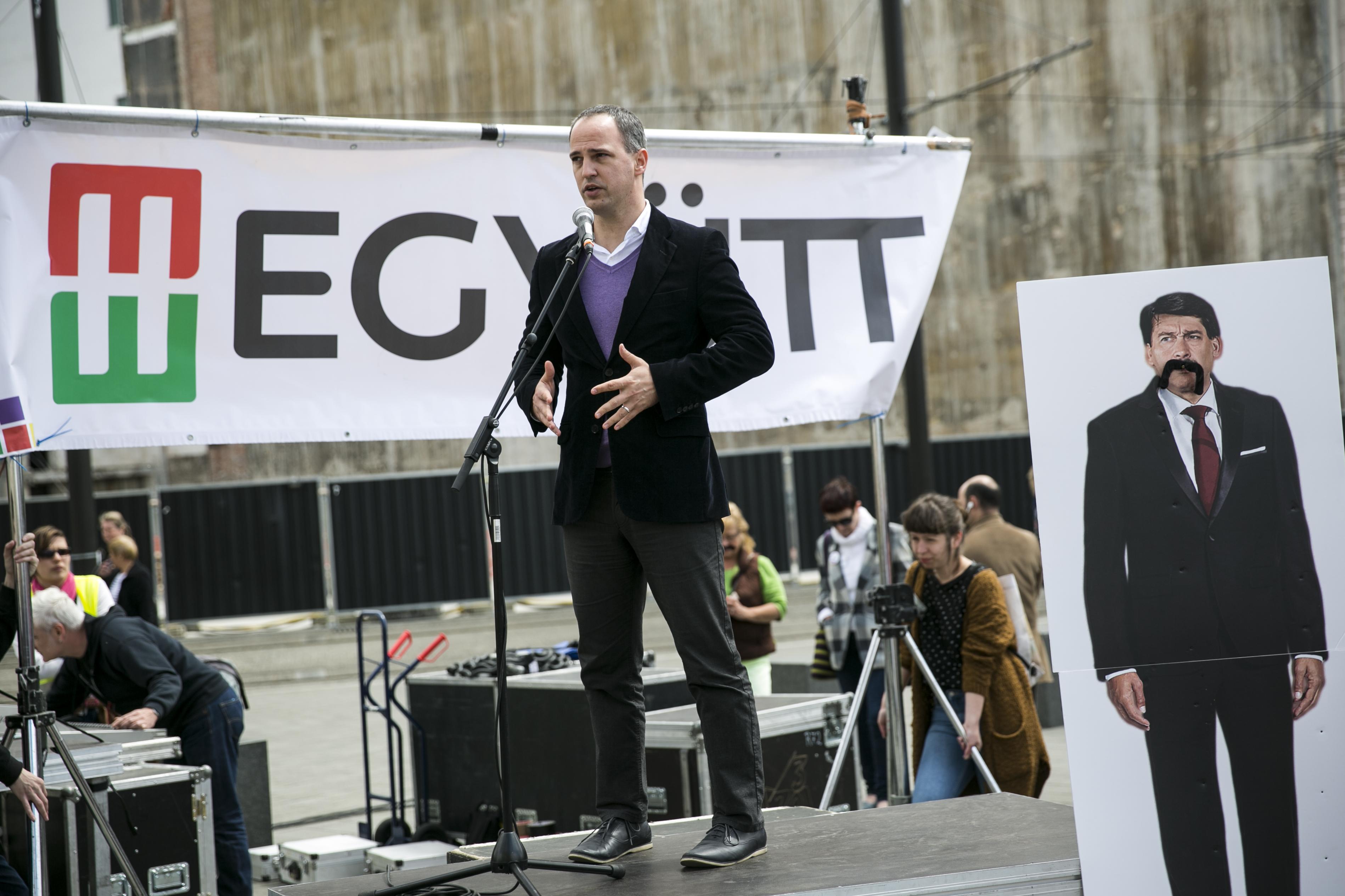 Élő adásban vette le az Együtt választási listájáról Karácsonyt Szigetvári