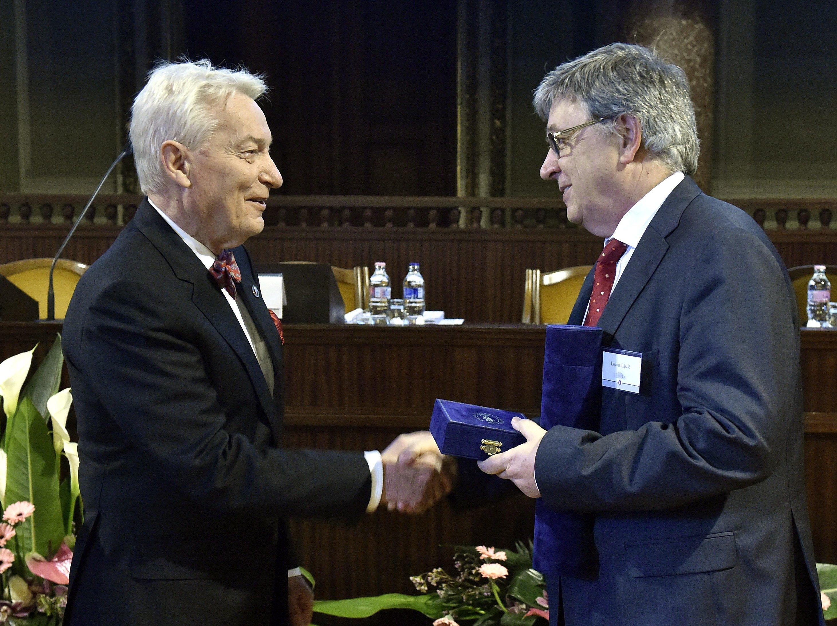 Vizi E. Szilveszter elismerte, hogy beszélt Palkoviccsal az MTA-tól elvett kutatóintézetek vezetéséről