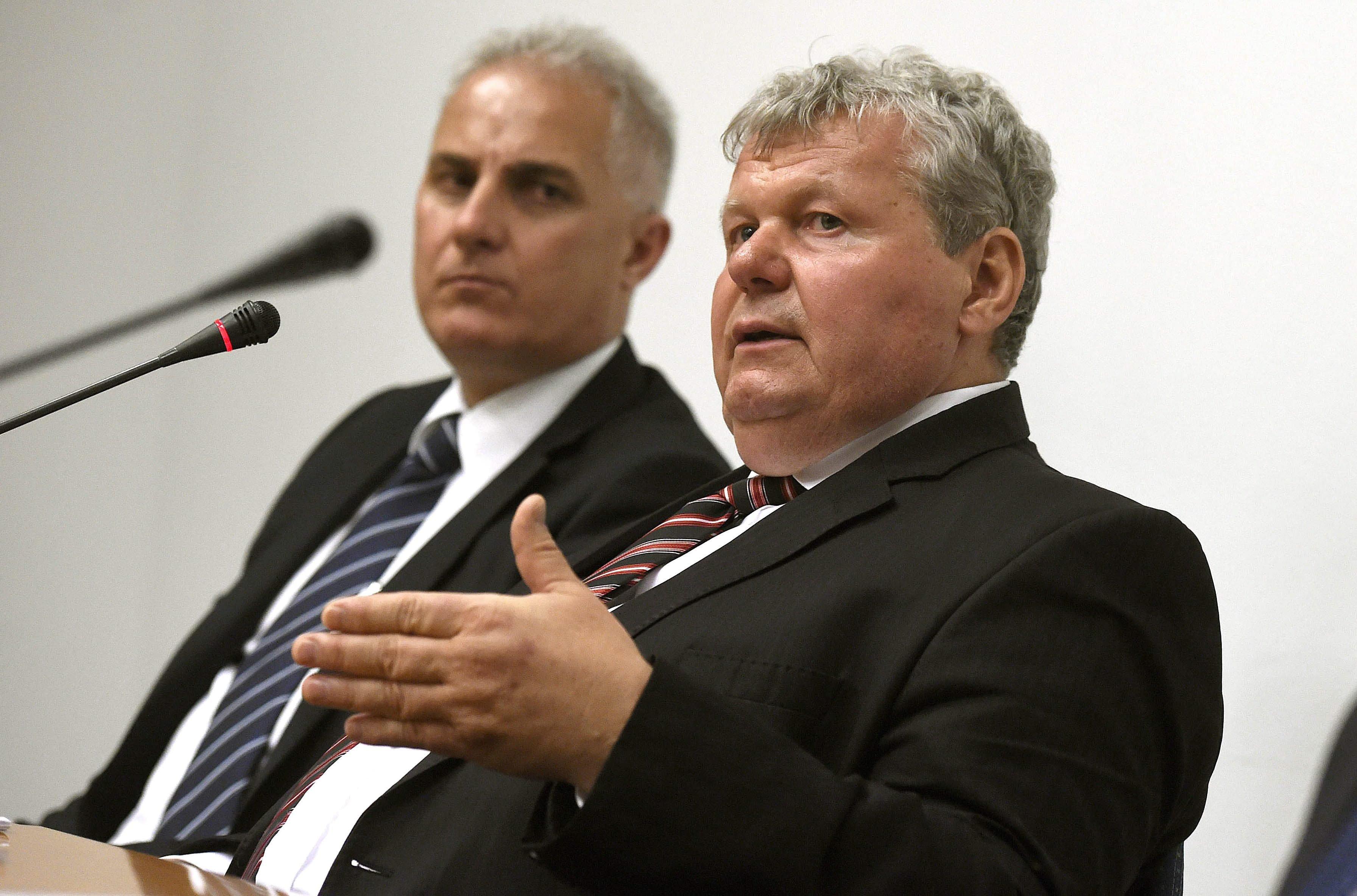 Csak egyetlen sajtótájékoztatót tartott eddig a Paks-ügyi miniszter, de Varga Mihály gazdasági miniszter máris tagadja az ott elhangzottakat