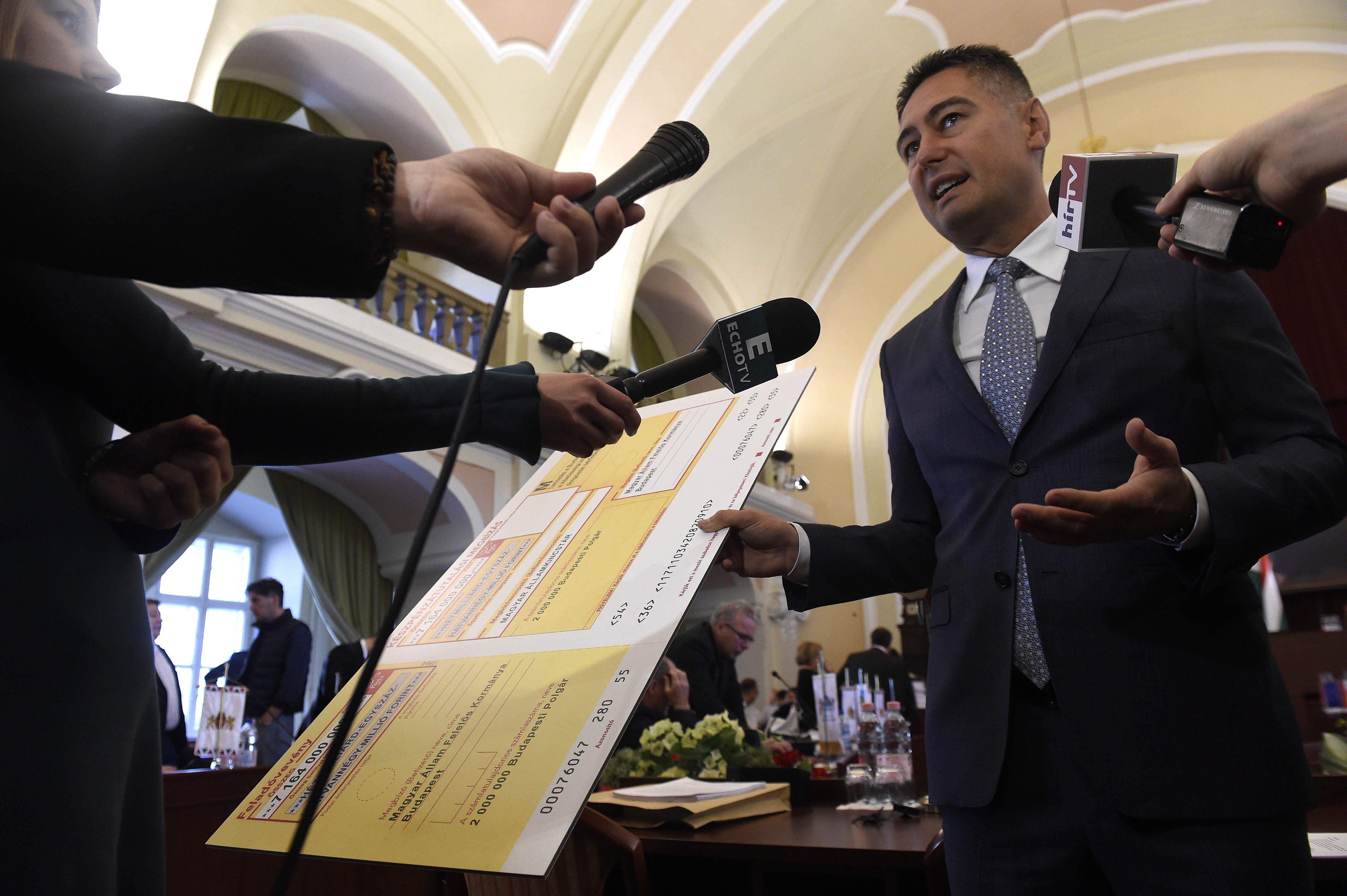 Horváth Csaba szerint hazudunk, a fővárosi korrupciós bizottság mégis vizsgálni fogja a rejtélyes parkolási szoftver ügyét