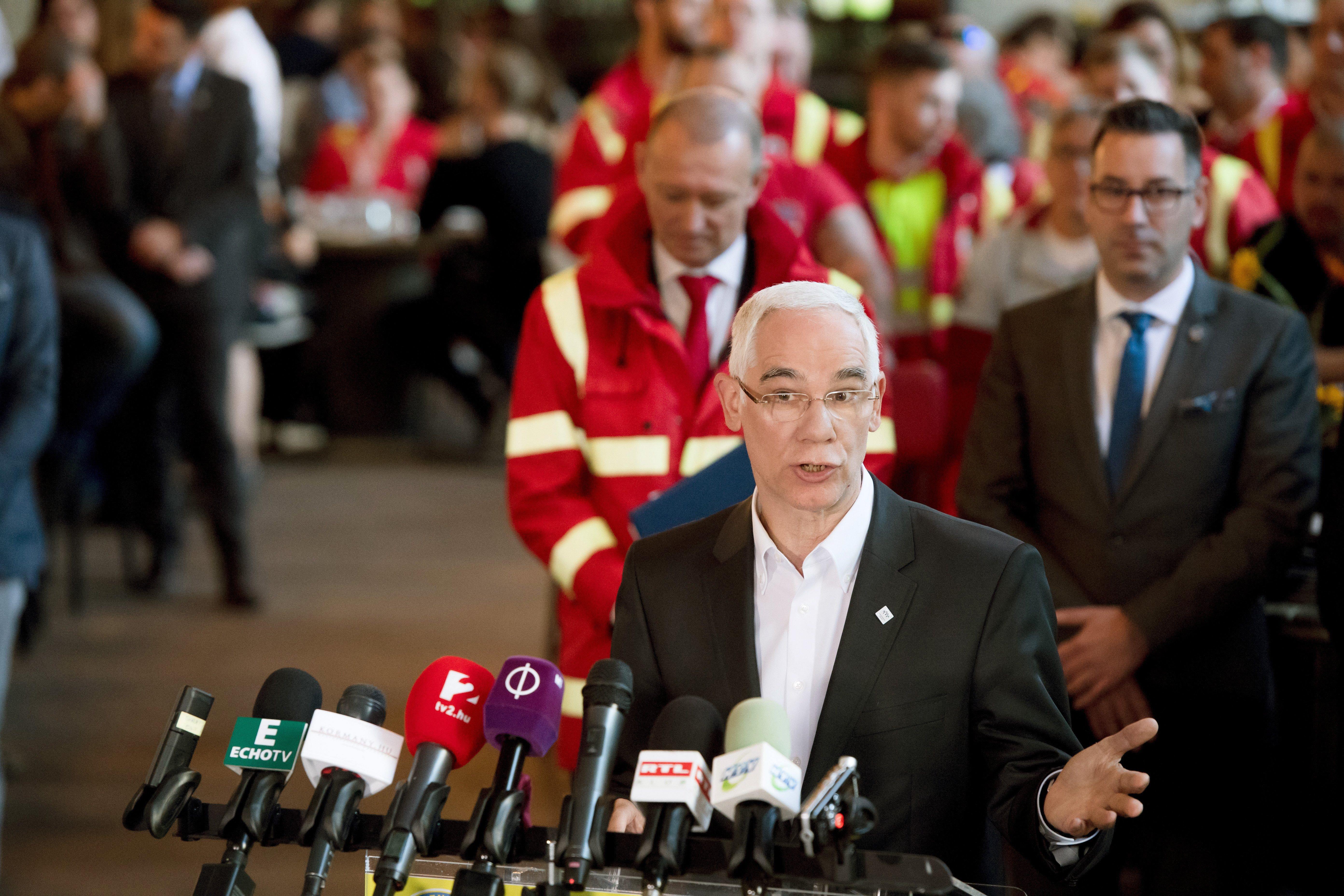 Balog Zoltán lelkész-miniszter nyilvánosan azon viccelődött, hogy milyen keveset keresnek a mentősök