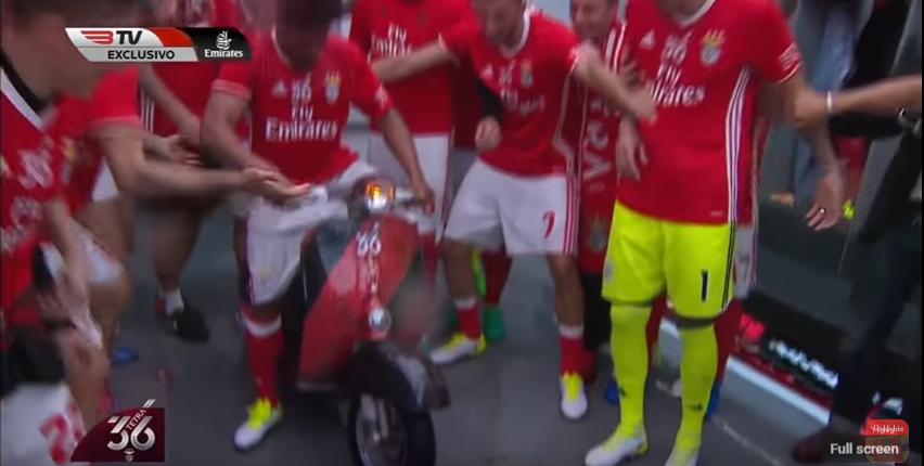 Egy Benfica-focista teljesen megújította a bajnoki ünneplés műfaját