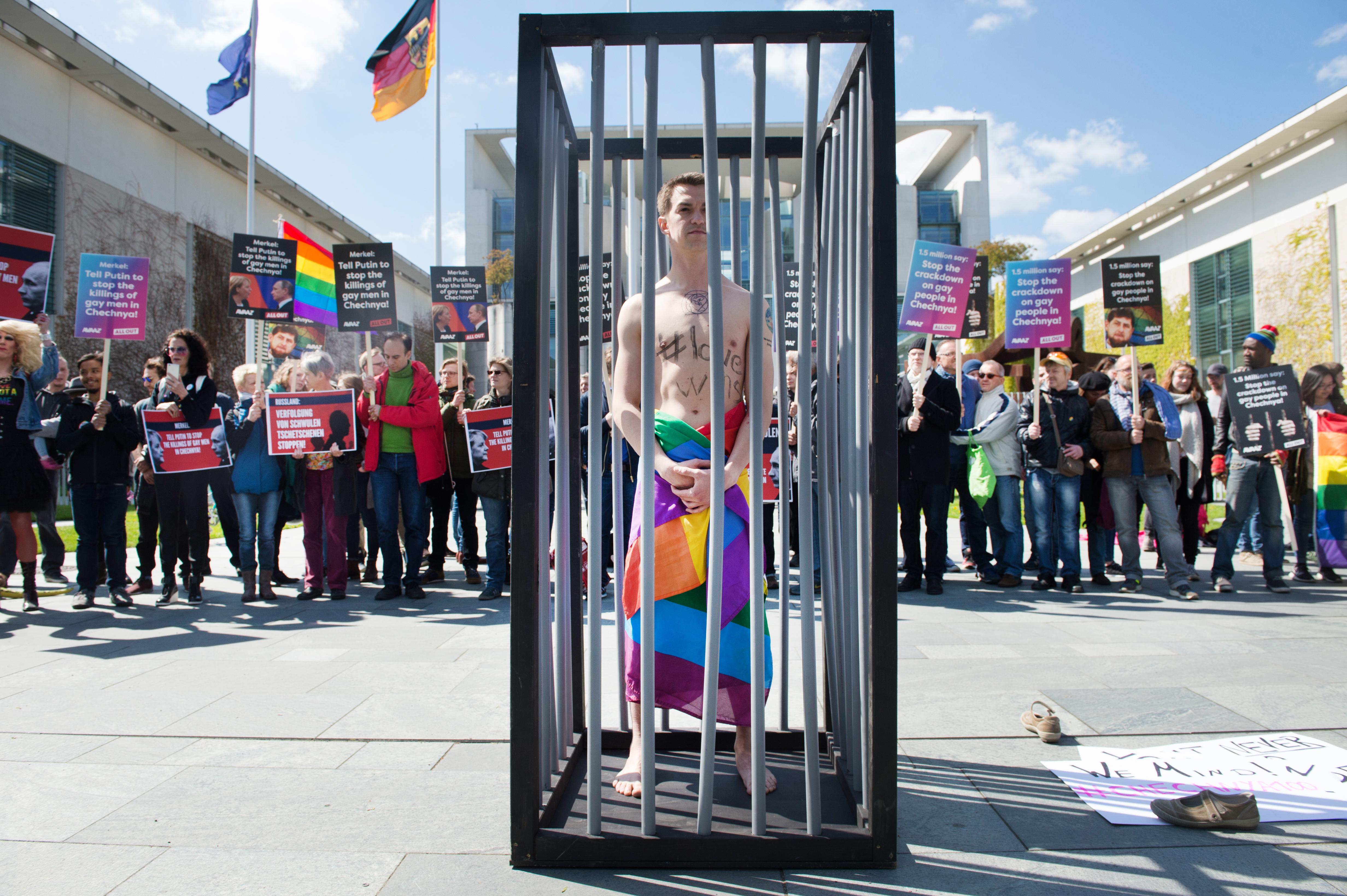 Melegek ellen elkövetett népirtással vádolták meg Csecsenföld vezérét