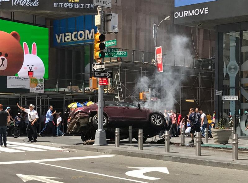 Gyalogosok közé hajtott egy autó a New York-i Times Square-en