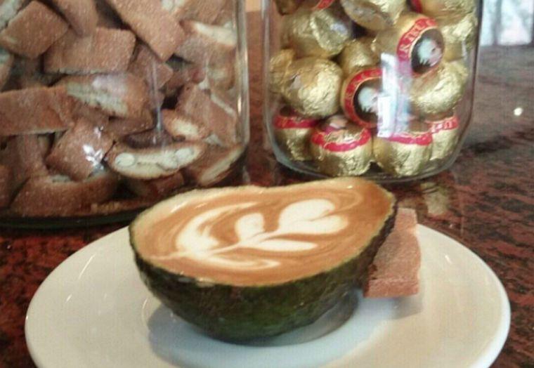 Az Insta népe rajong az avokádóért és a lattéért --> avolatte!