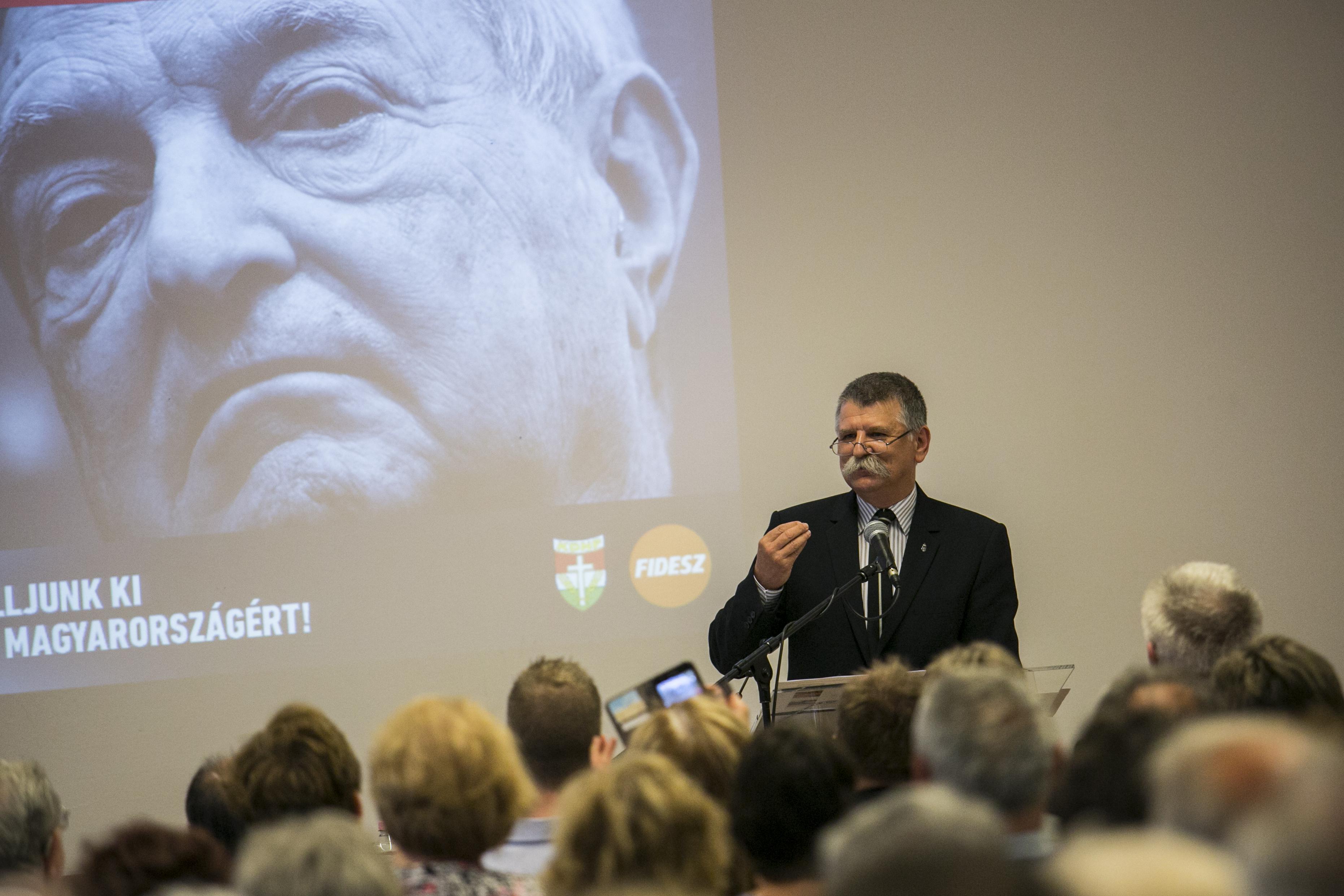 Országszerte 200 fórumon ismételgeti Orbán Viktor hét pontját a Fidesz