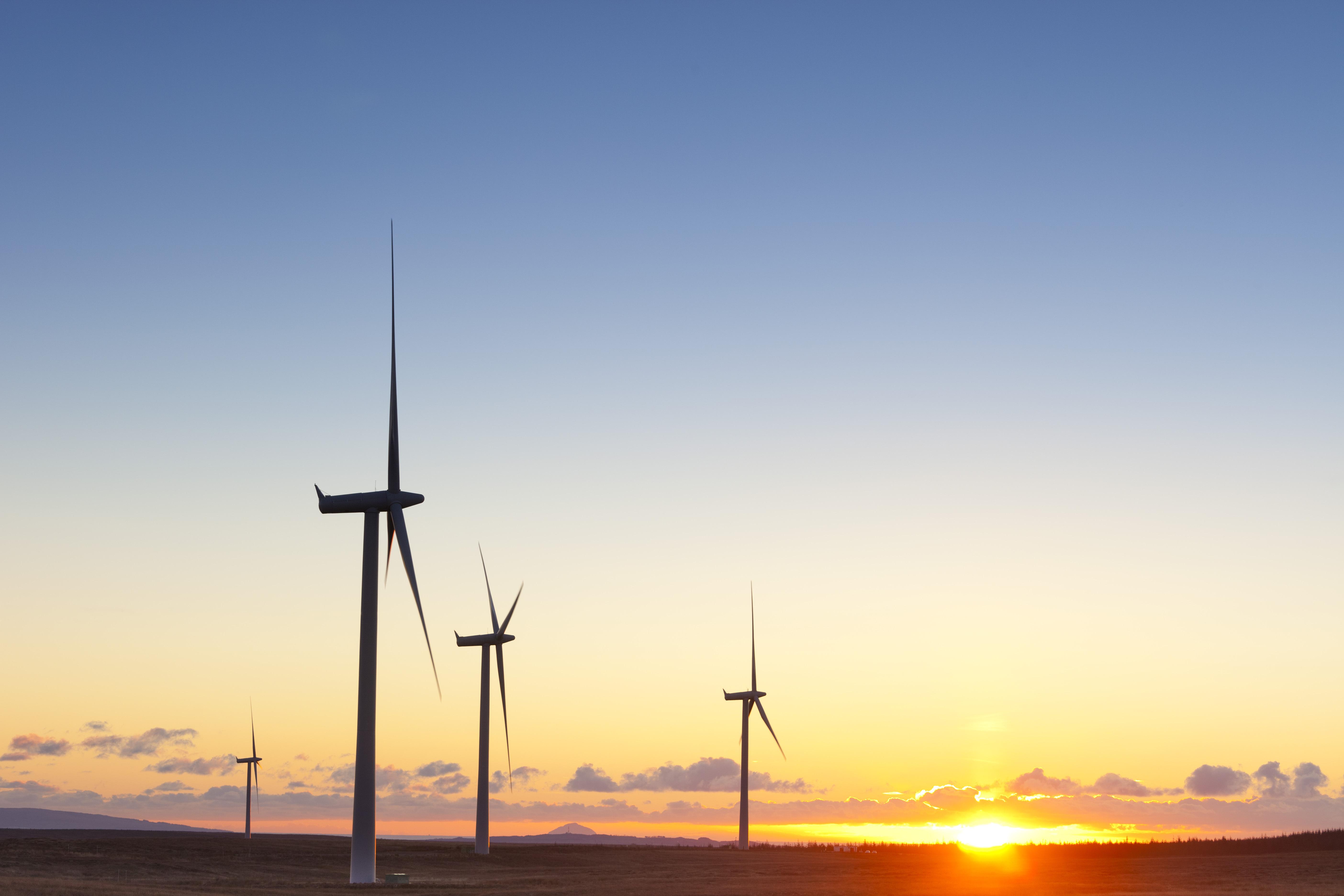Péntek délben az áram 40 százaléka megújuló forrásokból származott Nagy-Britanniában
