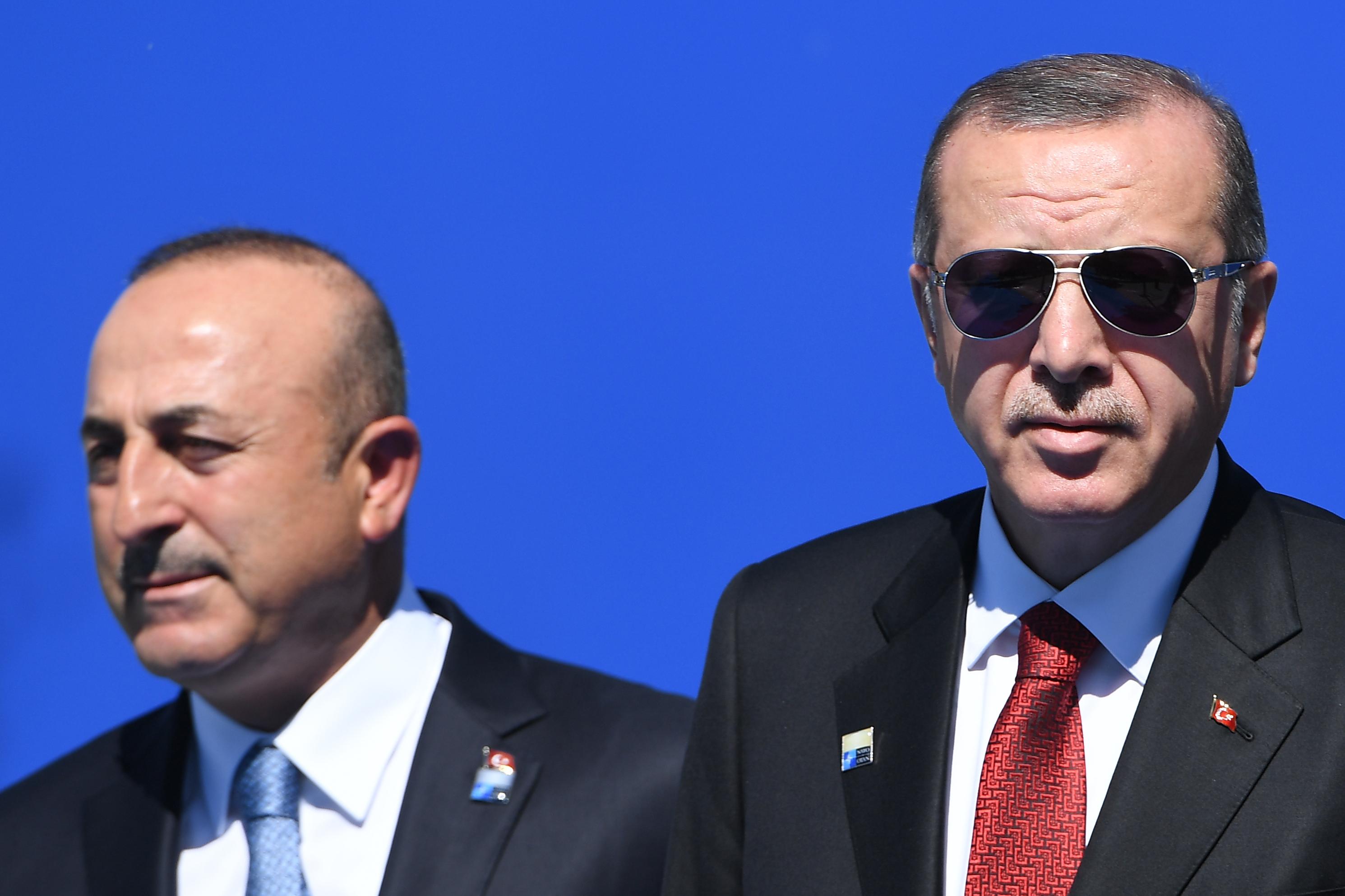 A török külügyminiszter szerint sem Washington, sem Moszkva nem tett eleget a tűzszüneti megállapodásban foglaltaknak