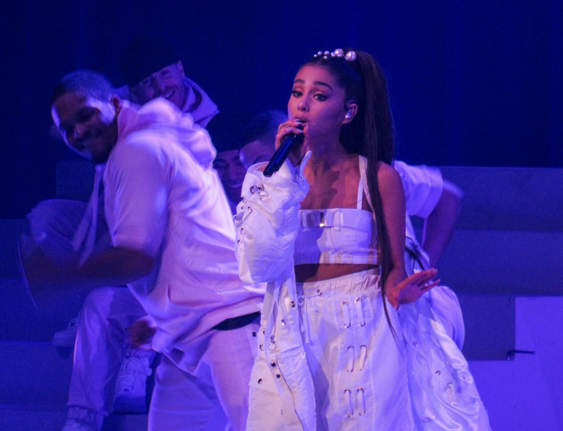 Tízezren igényeltek ingyenjegyet Ariana Grande manchesteri emlékkoncertjére úgy, hogy nem járna nekik