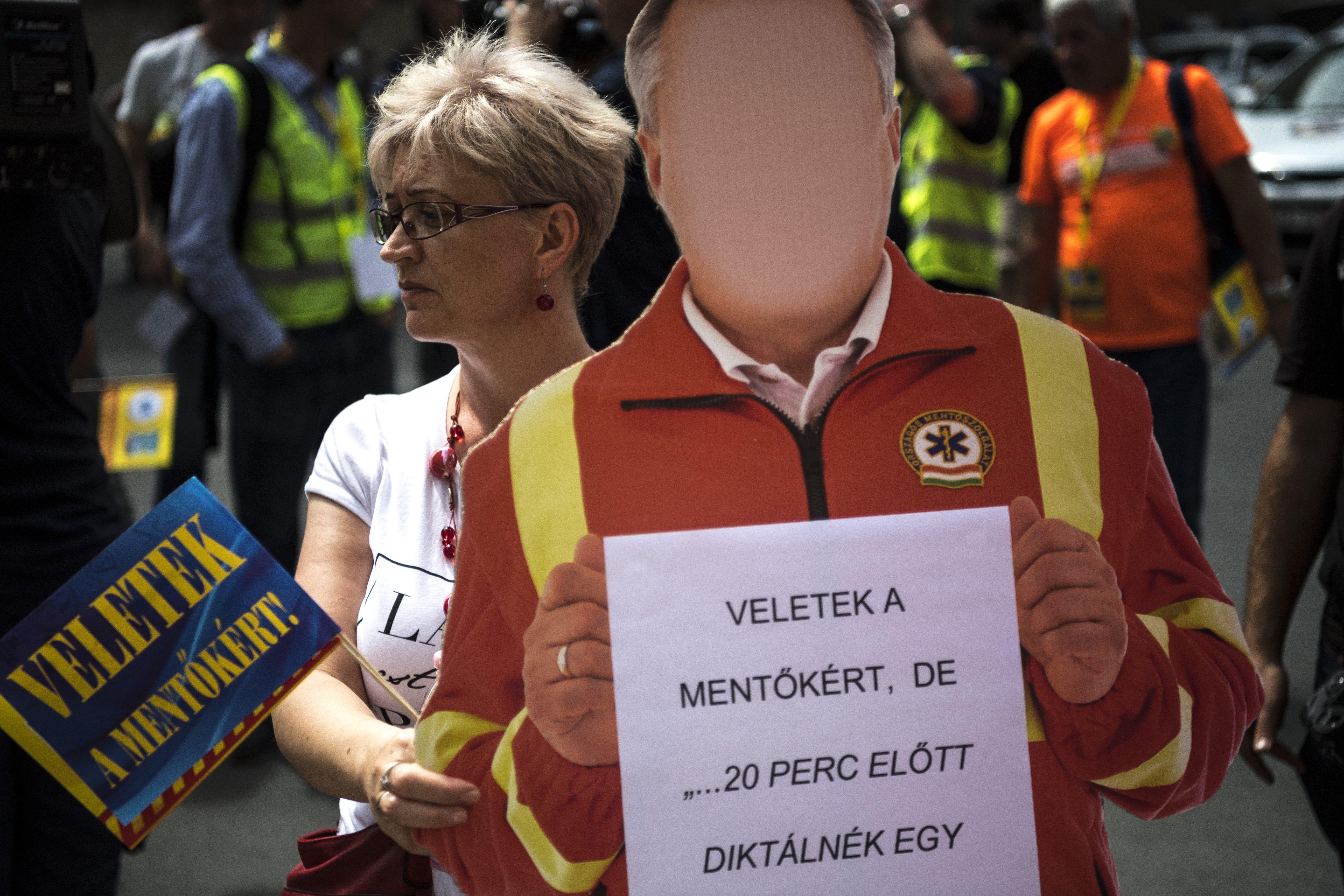 Mentősök tüntettek Budapesten