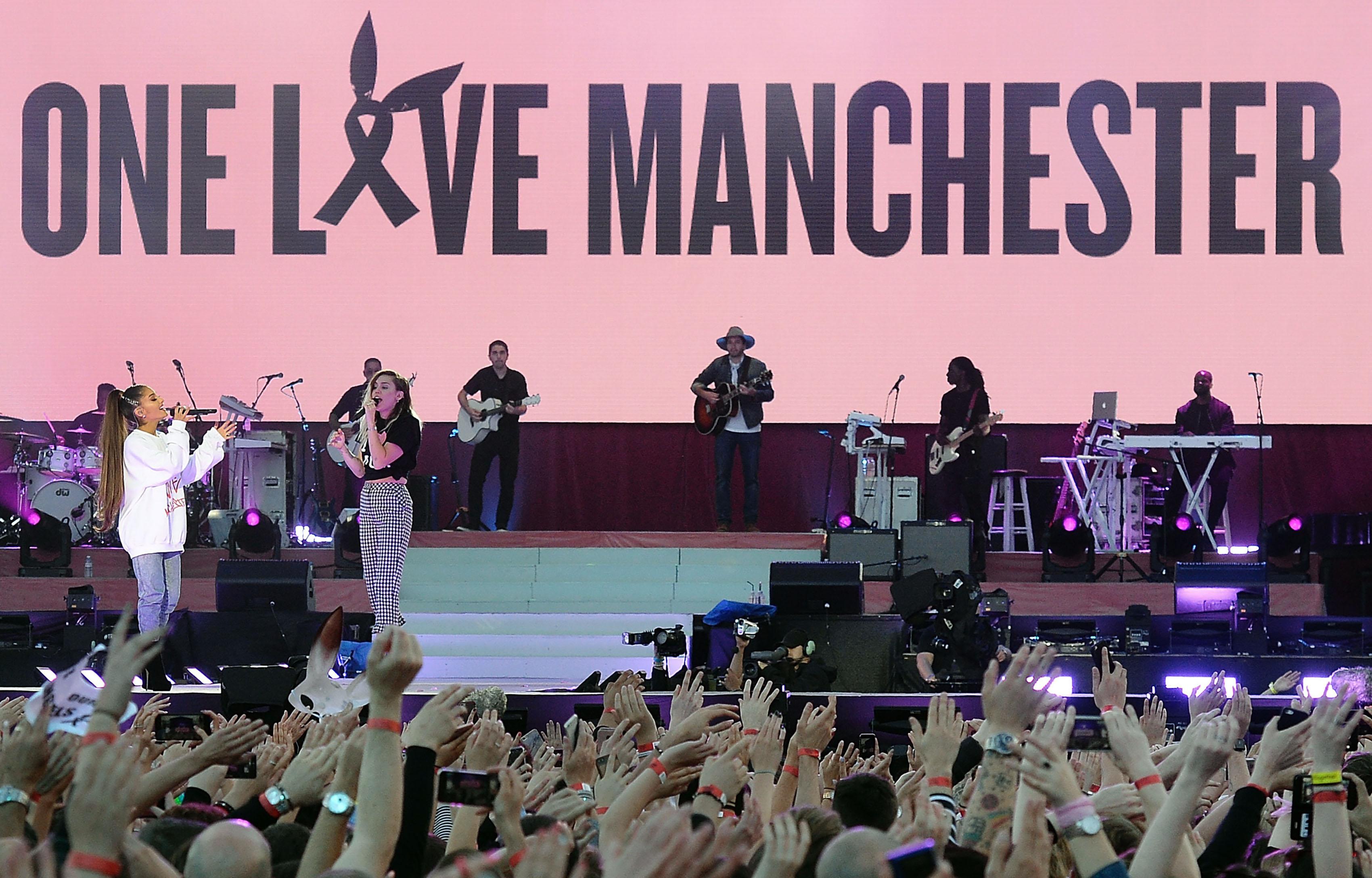 Gigantikus jótékonysági koncerttel tért vissza Manchesterbe Ariana Grande