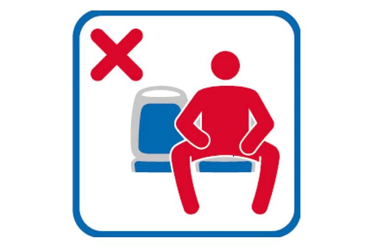 Kampányt indított a madridi közlekedési társaság a széttárt lábbal ülő férfiak ellen