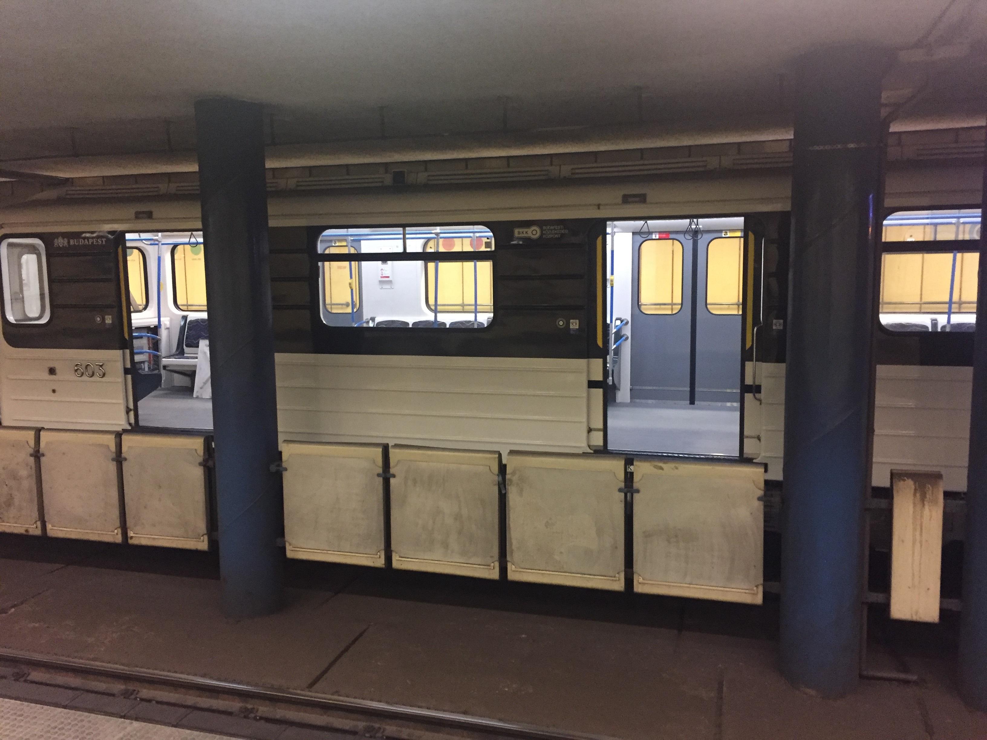 A Zoom.hu szerint rozsdásodik a felújított metrók teteje, a BKV szerint nem