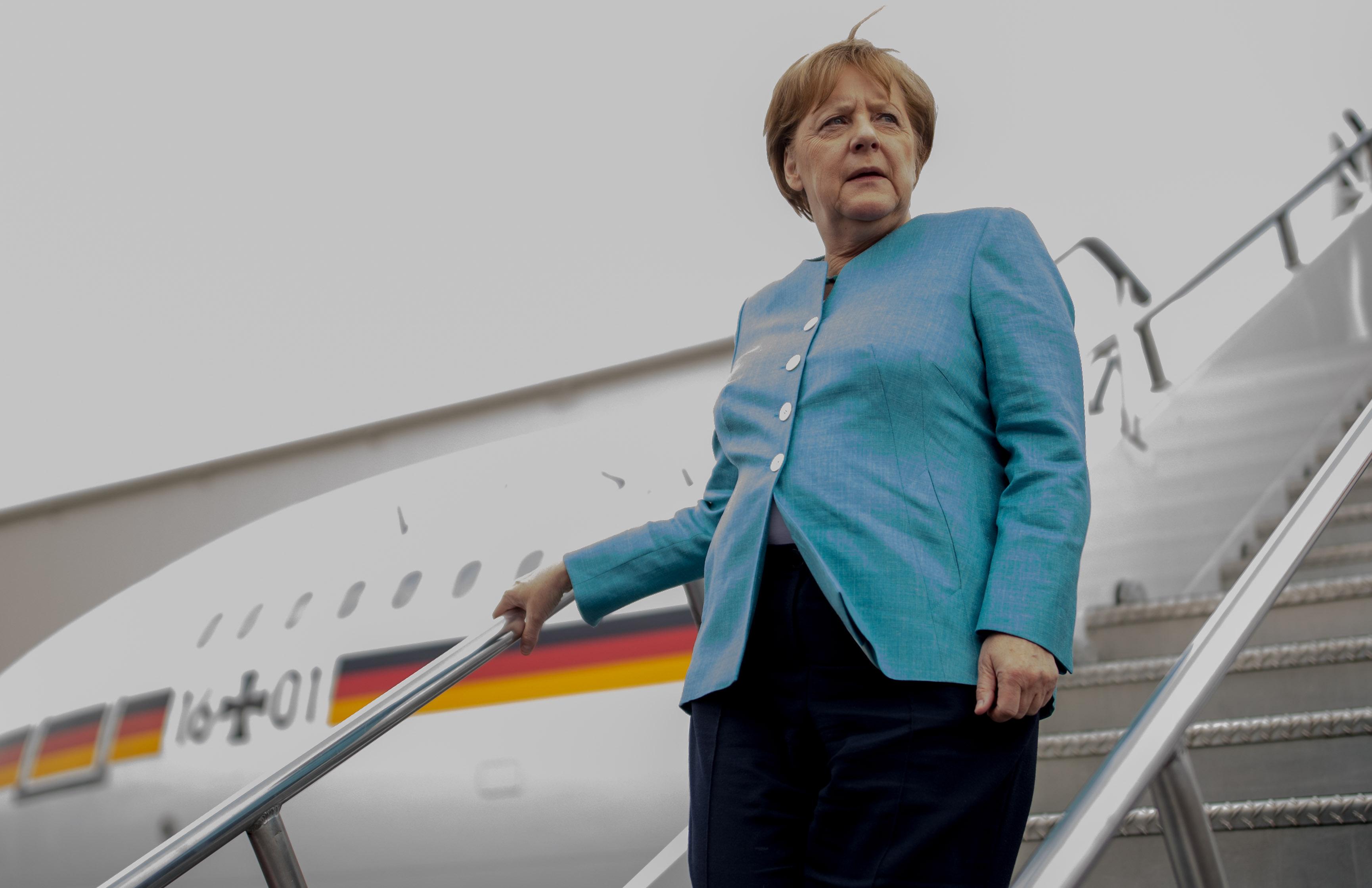 Merkel: A magyarok megtévesztették a menekülteket a Keletinél, humanitárius katasztrófa fenyegetett, ezért kellett őket beengedni