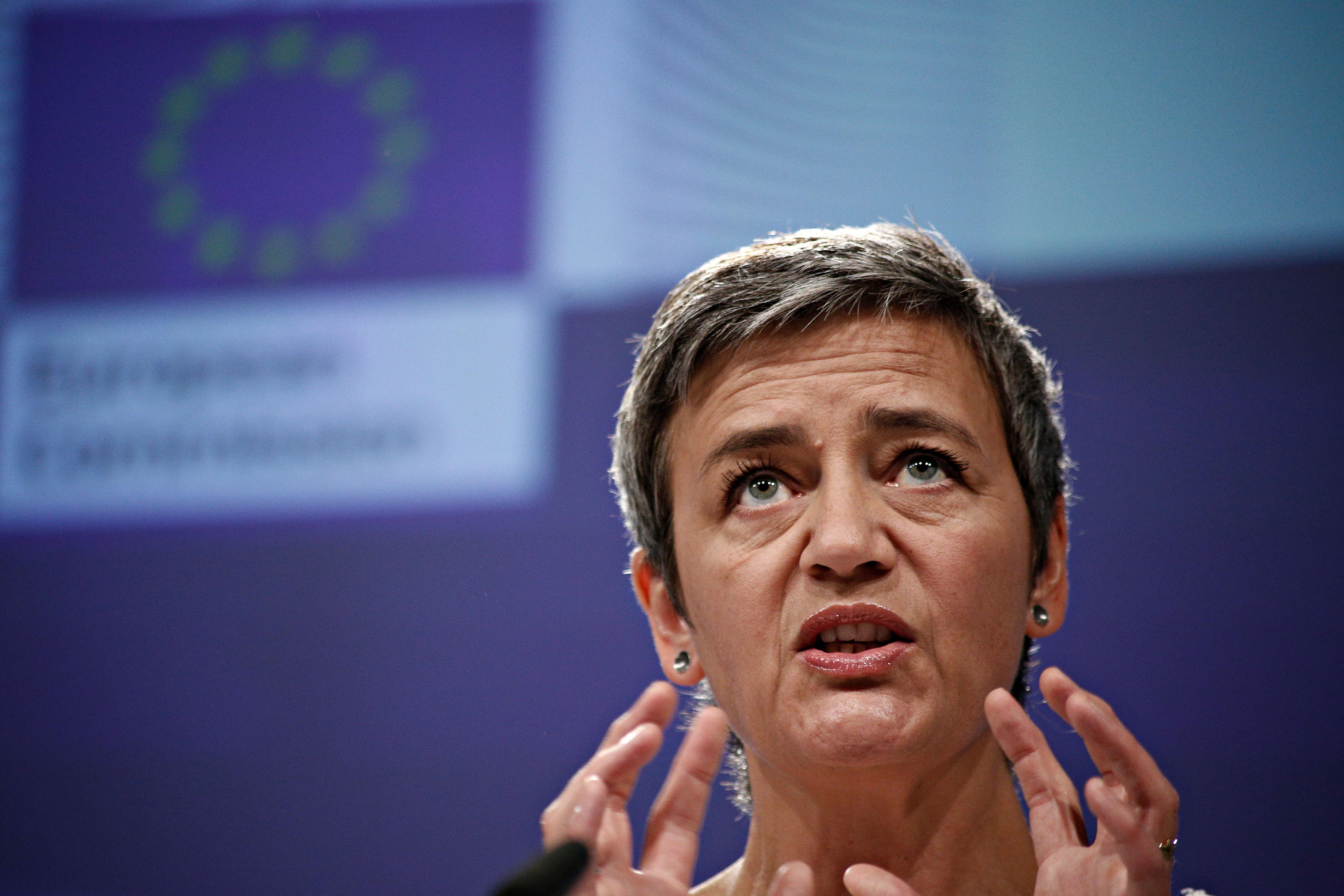 Az EU 111 millió euróra bírságolt négy nagy háztartási elektronikai céget, mert fenyegették az online kereskedőket, hogy ne merjék olcsóbban adni a termékeiket