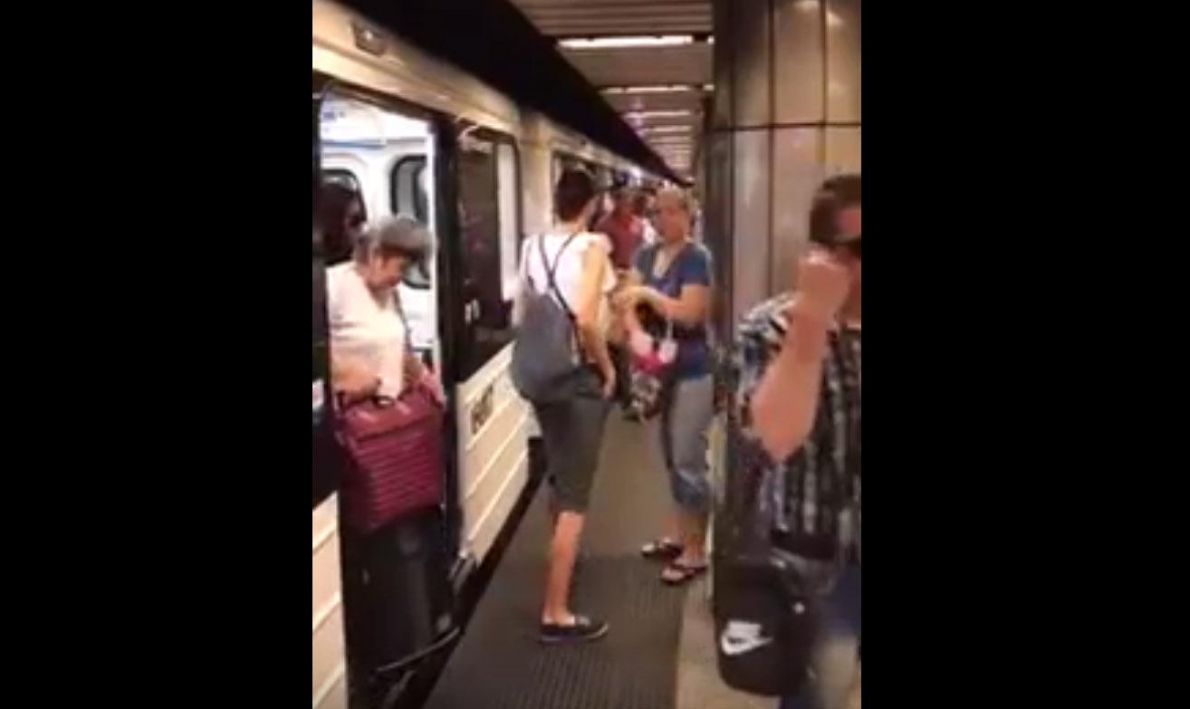 Öt percig villogott és csipogott a metró a Kálvin téren, aztán inkább leszállítottak róla mindenkit