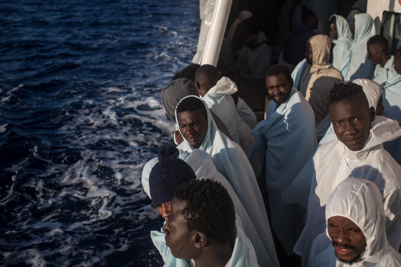 Nekimennek a menekülteket kimentő hajóknak