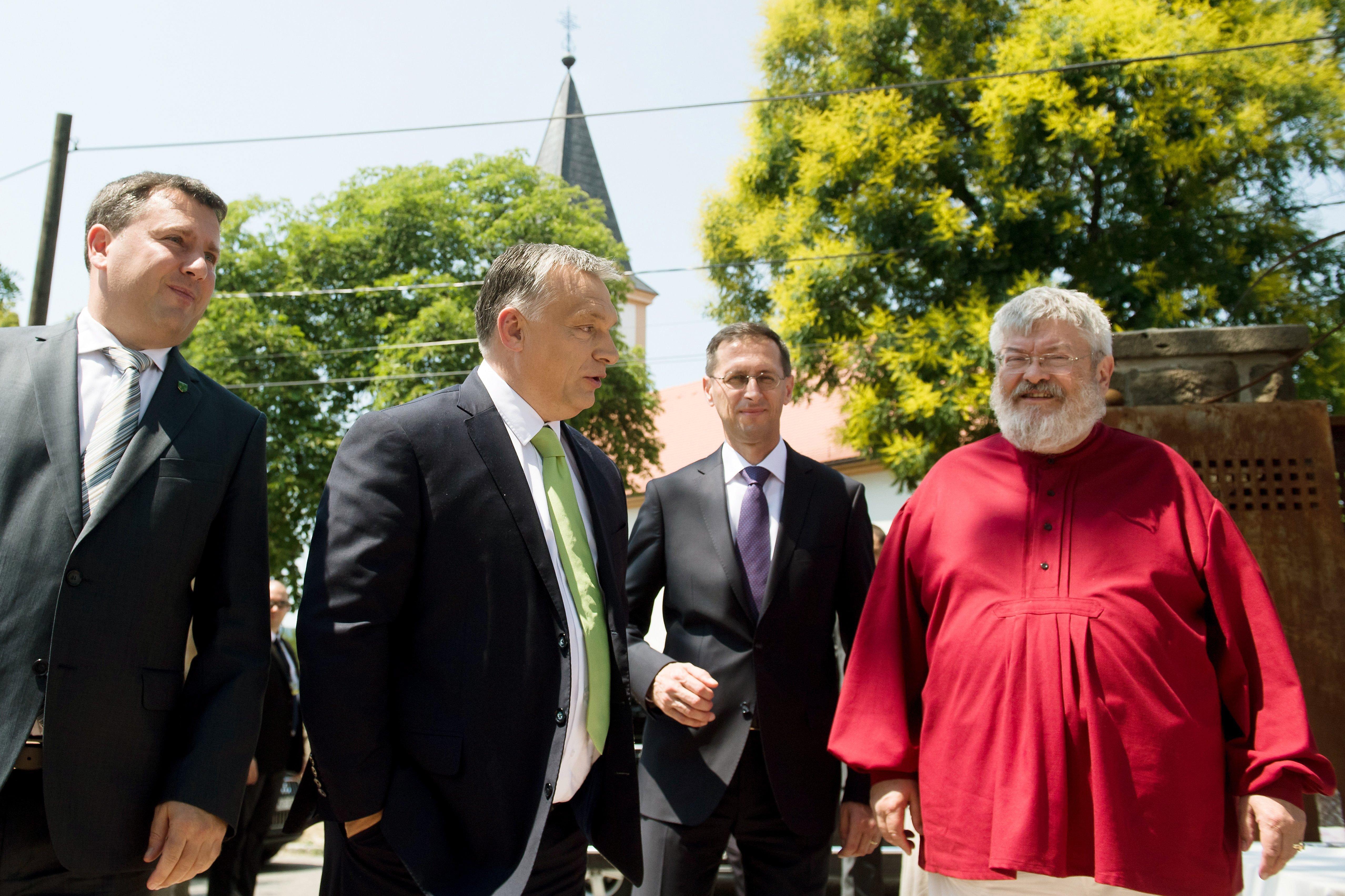 A baráti magyar kormány ajándékát, Petőfi-szobrot avattak Csunkingban