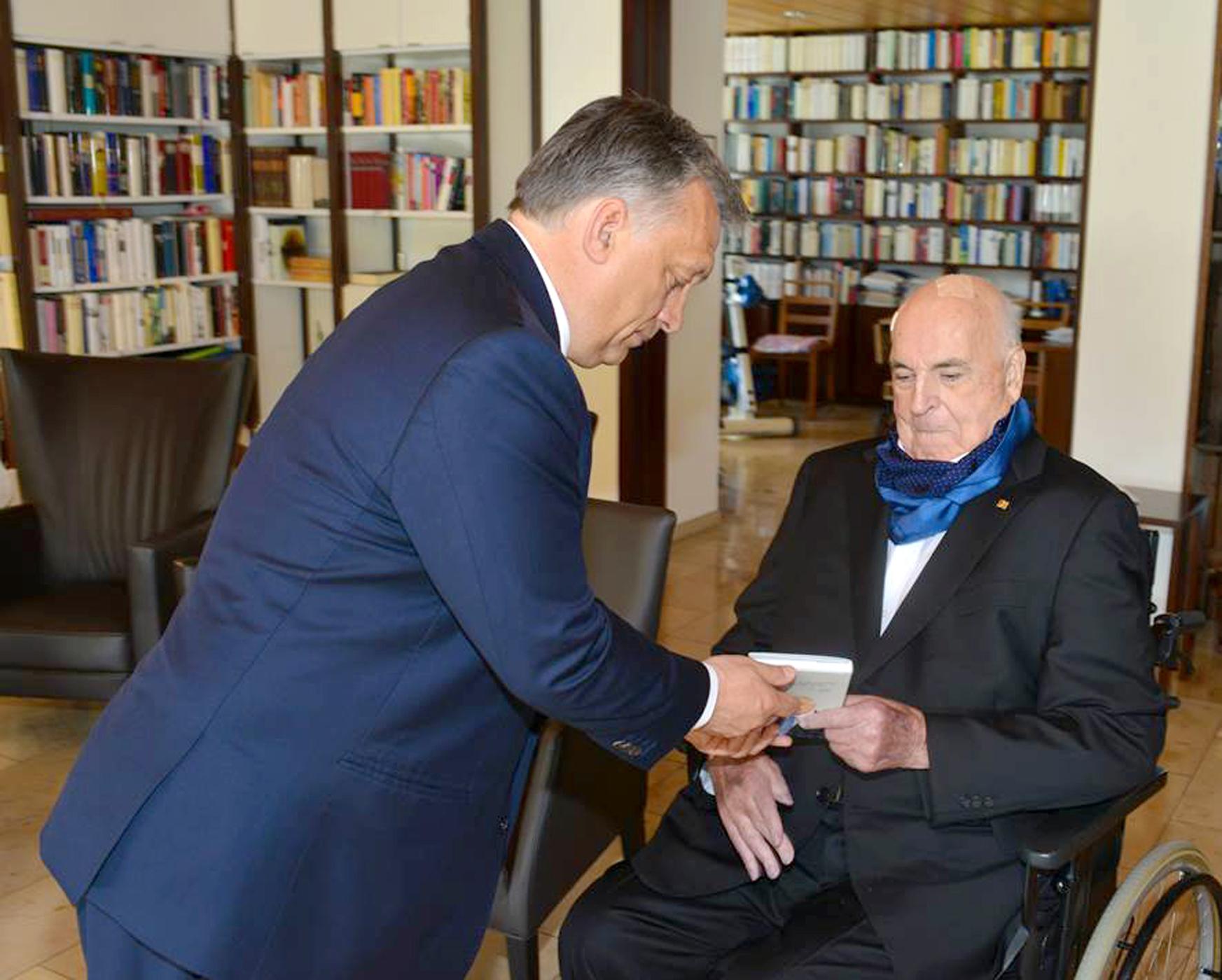 Helmut Kohl özvegye német szónokok helyett Orbánt szerette volna hallgatni a temetésen