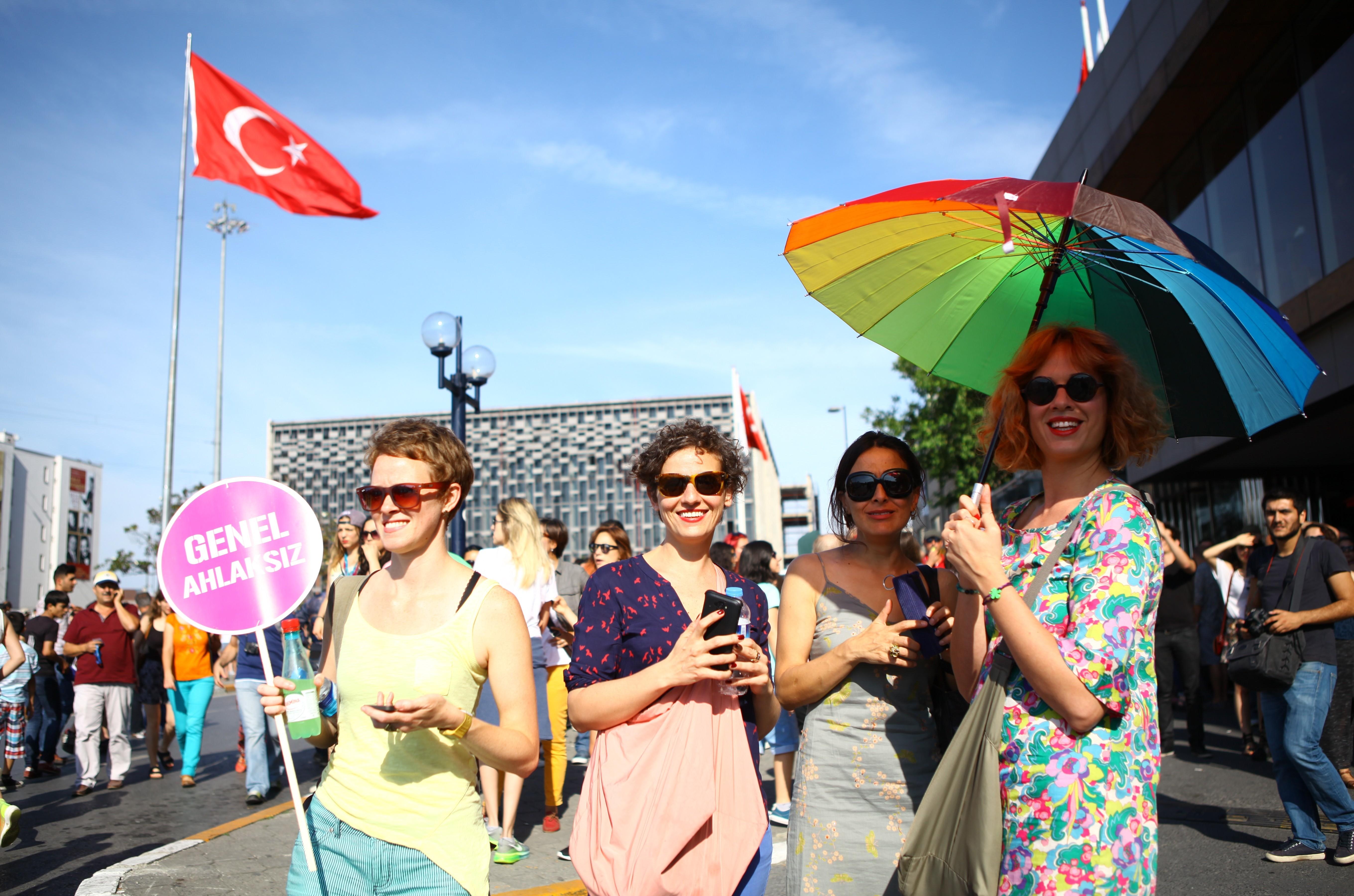 Betiltották a melegfelvonulást Isztambulban