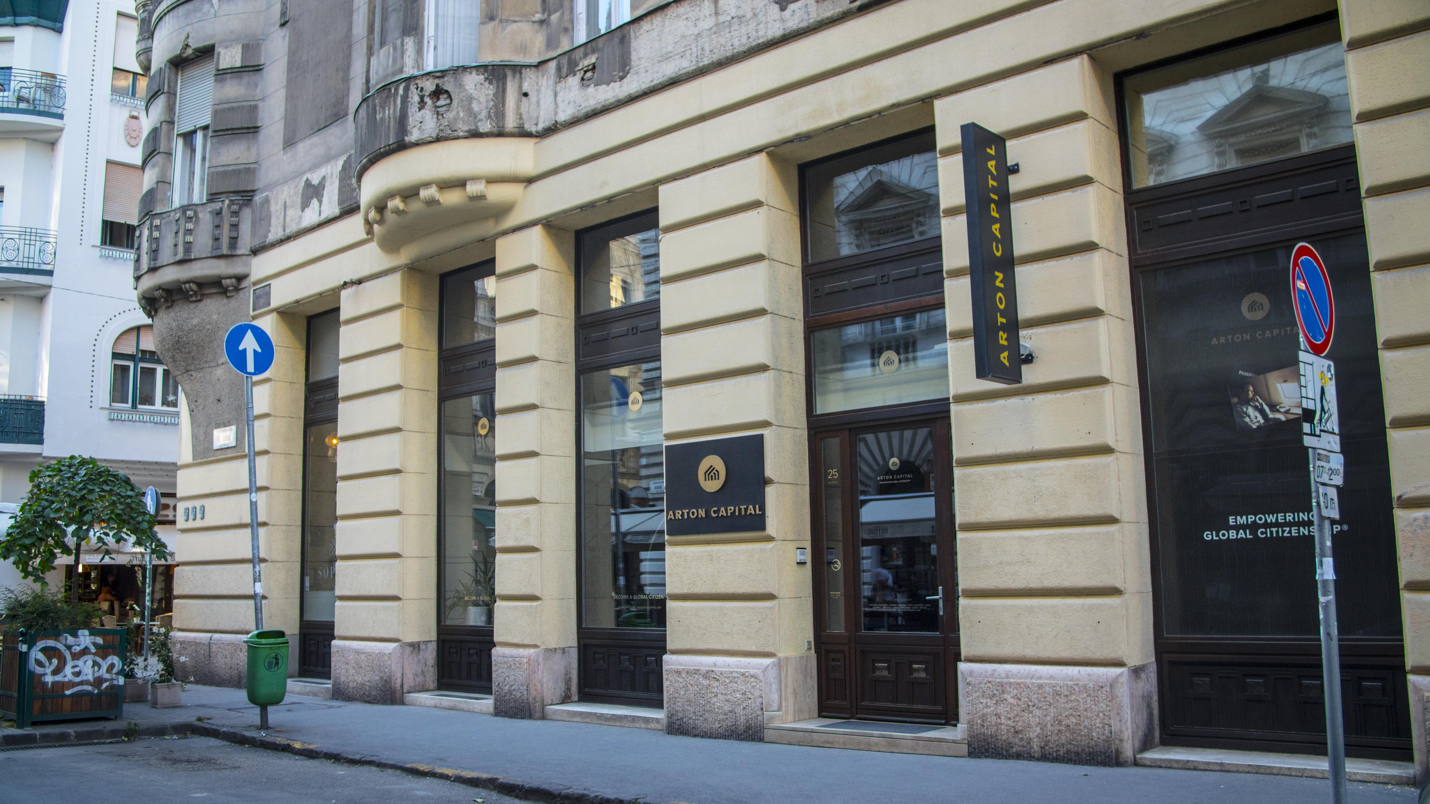 Még mindig tart az évszázad nyomozása a letelepedési kötvényes cég irodájában történt betörés ügyében