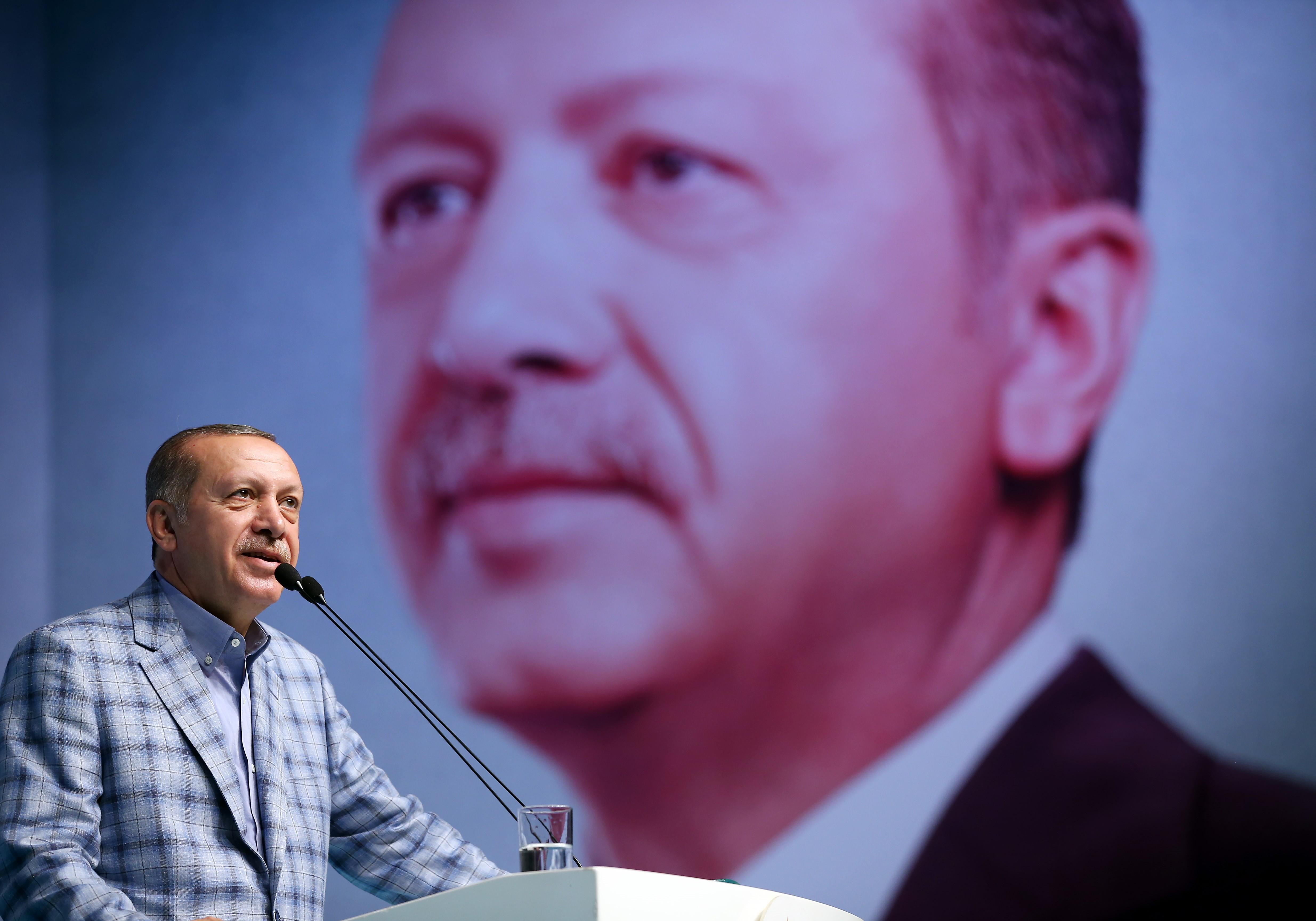 A németek figyelmeztették Erdogant, hogy ne vigye Hamburgba a balhés testőreit