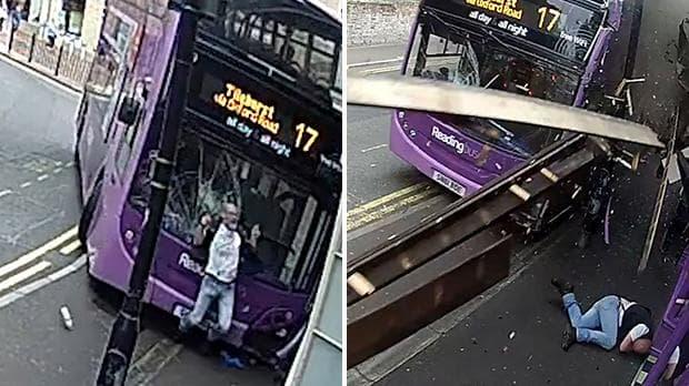 Telibe kapta az emeletes busz a brit férfit, aki utána úgy sétált be a pubba, mintha mi sem történt volna