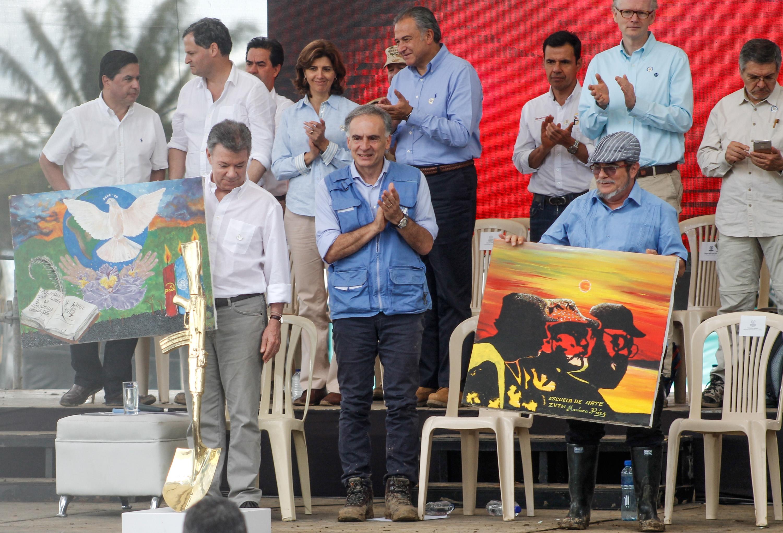 Leadták fegyvereiket a FARC gerillái