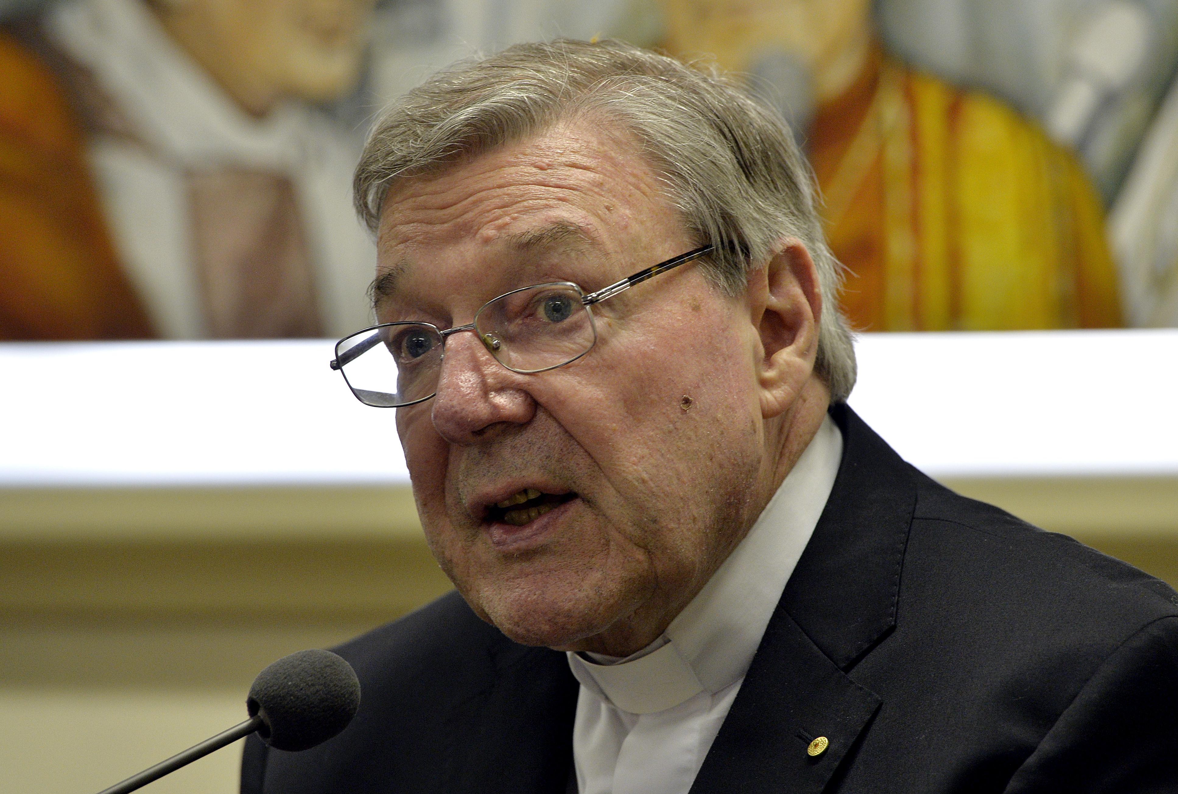 Megérkezett Ausztráliába a legmagasabb beosztású főpap, akit valaha pedofiliával vádoltak