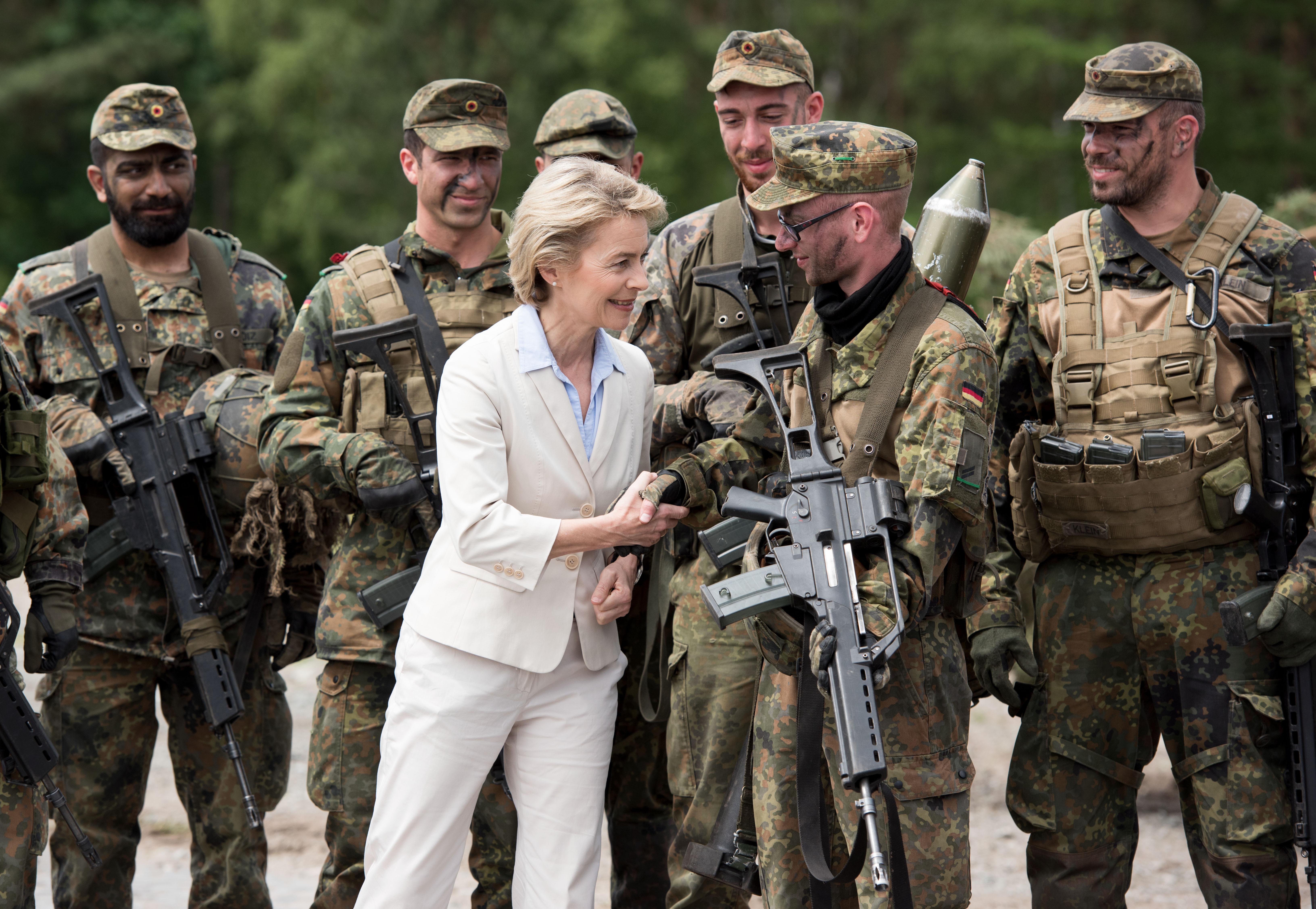 A német hadügyminiszter is megszavazta a melegházasságot