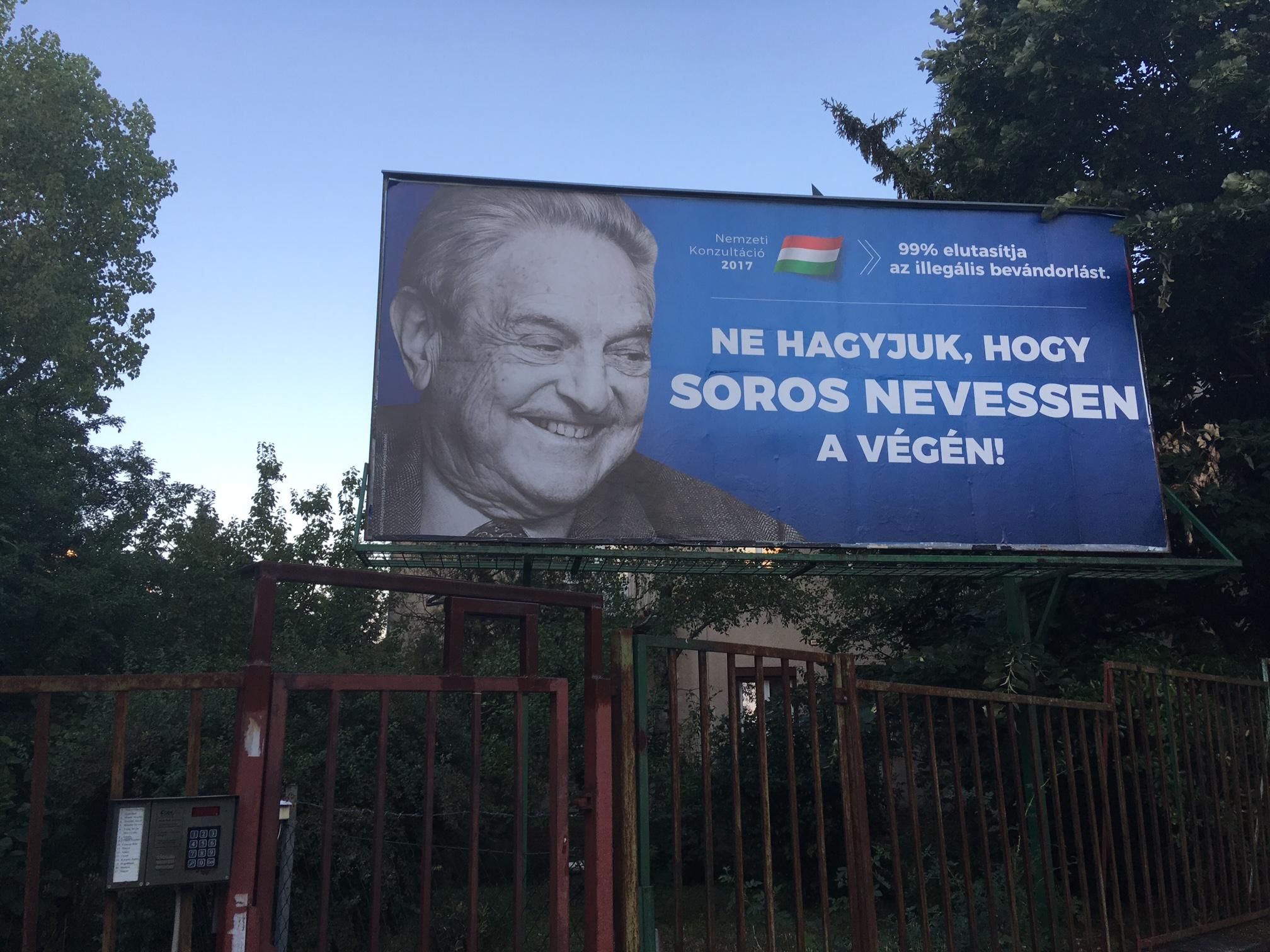 Már az utcán is a kajánul nevető Sorossal riogat a kormány