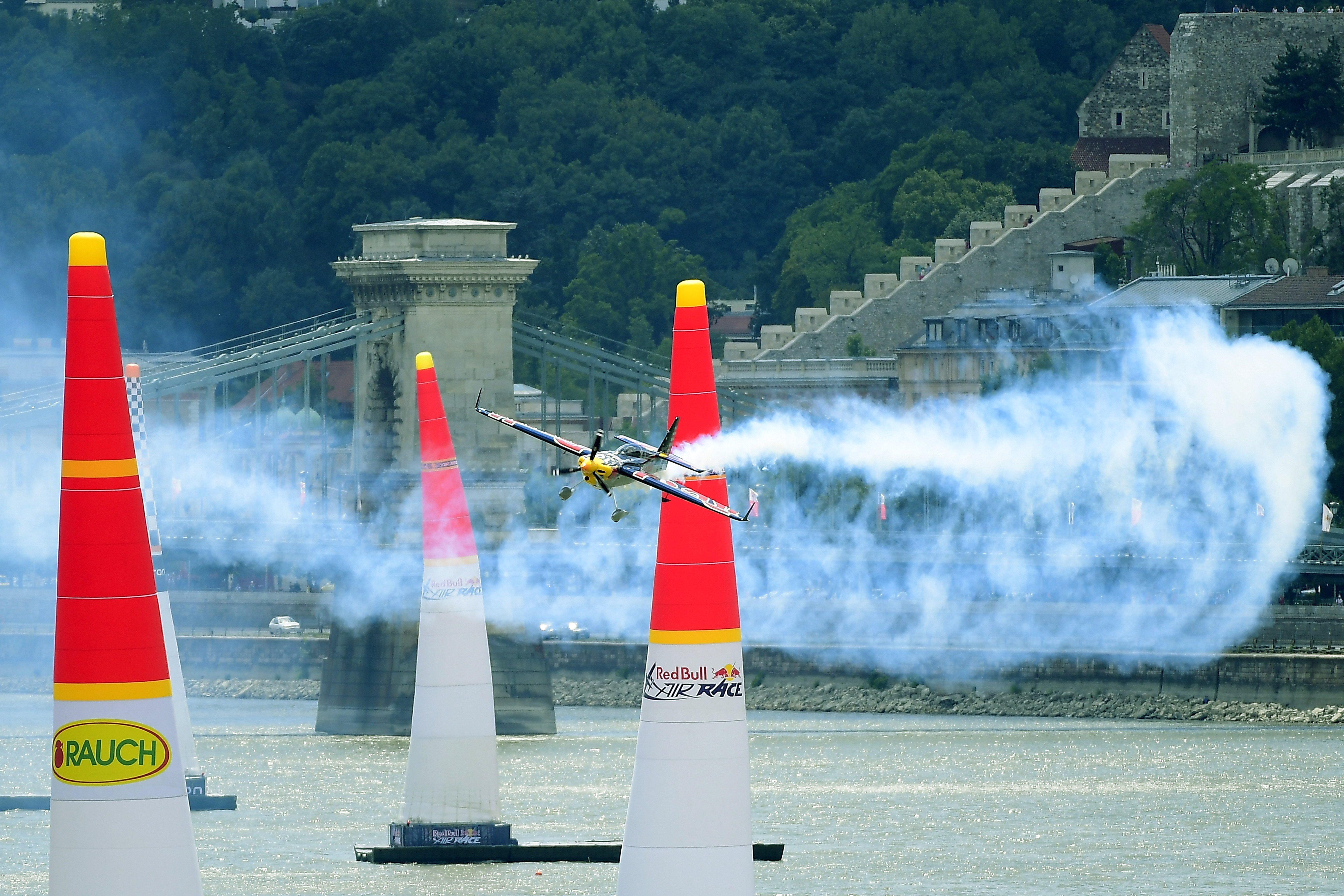 Ha jövőre is engedélyezik a Red Bull Air Race-t, a döntéshozók otthonánál fog zajongani állampolgárok egy csoportja