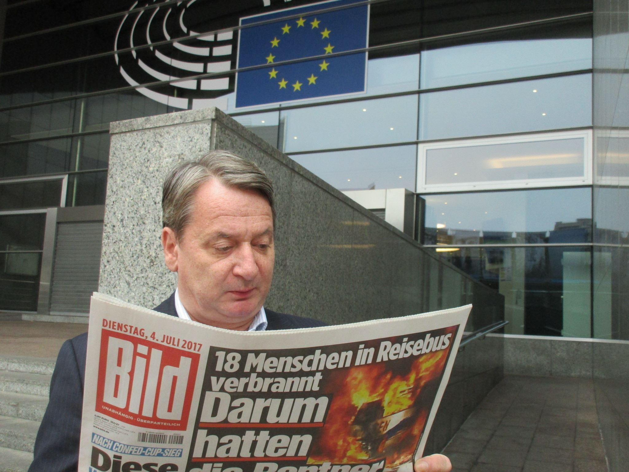 Brüsszeli habonyinggal válaszolt Kágébéla arra, hogy a Magyar Idők szerint Abháziában bujkál