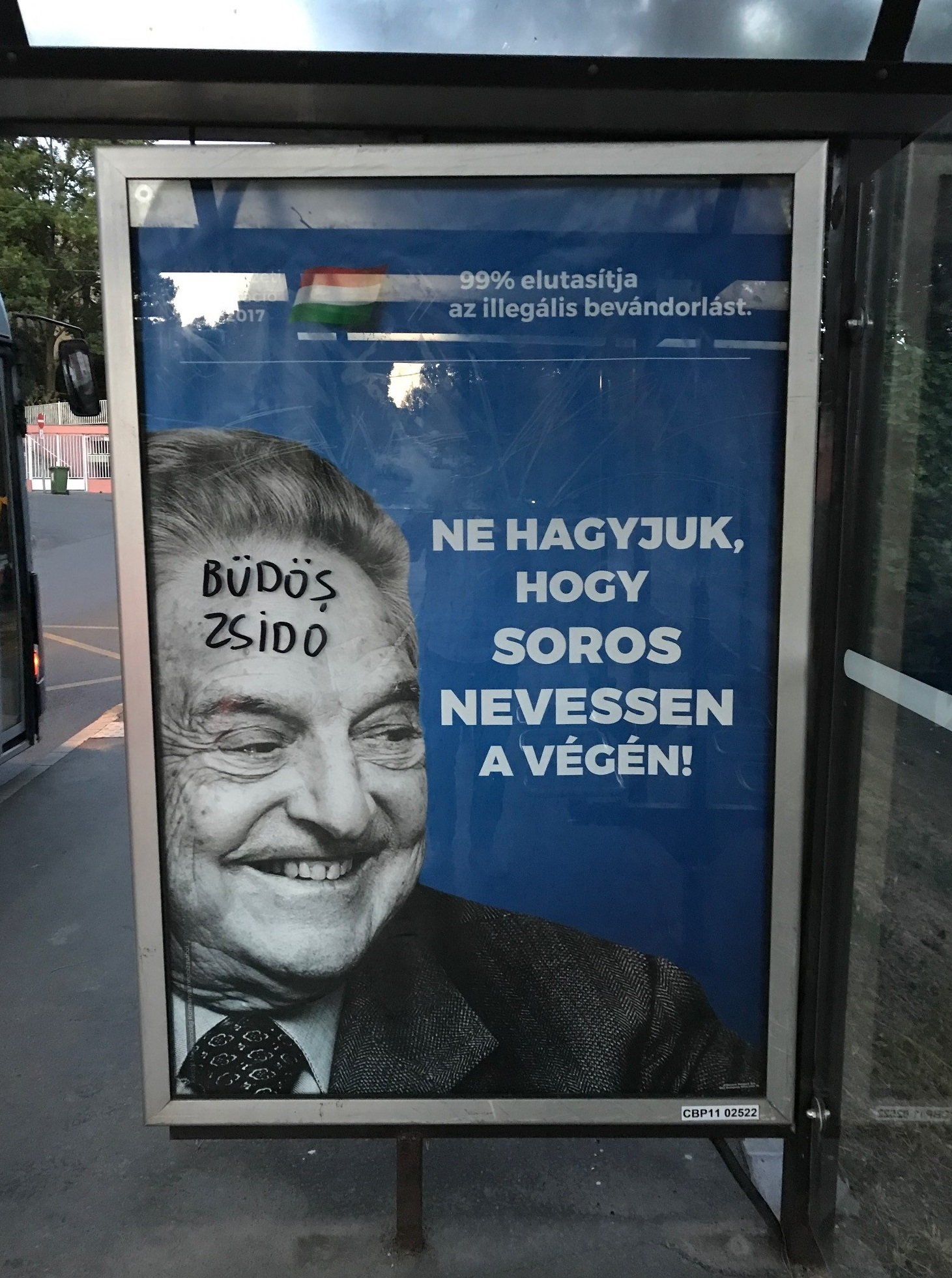 A Mazsihisz elnöke Orbánnak: Vonják vissza utcáinkról és tereinkről a plakátokat!