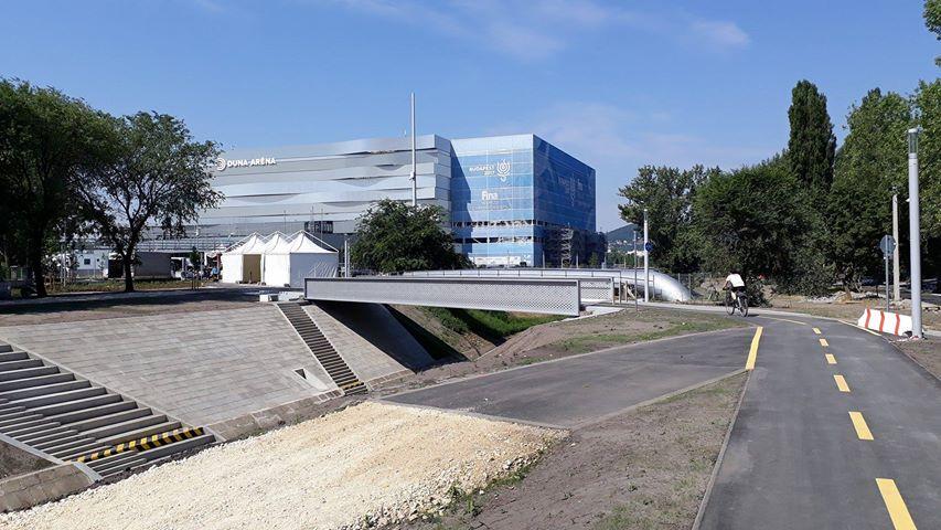 Időre elkészült a híd, amely összeköti a nemzeti vagyonkezelő vezetőjének épülő lakóparkját a Duna Arénával