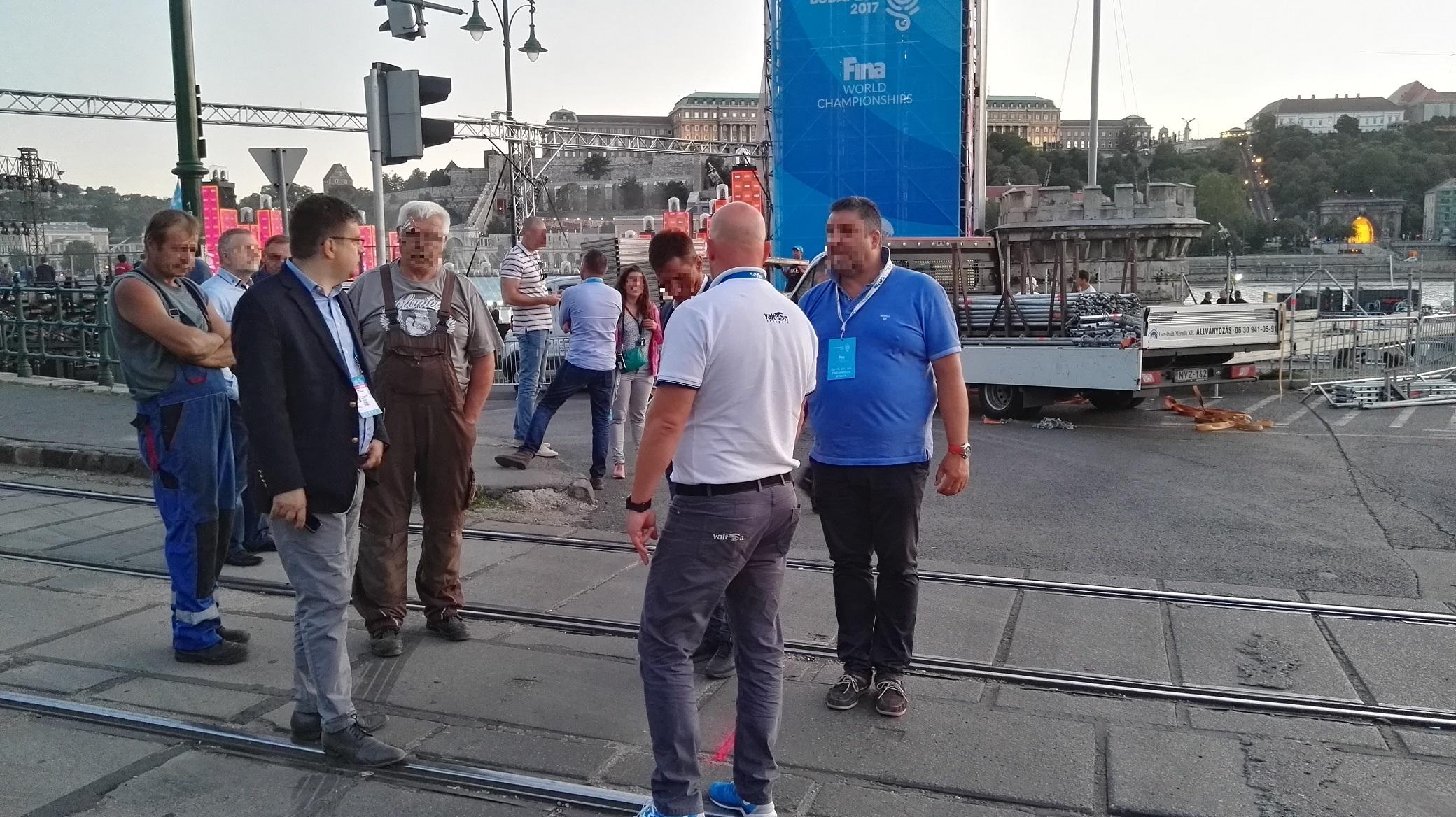 Seszták Miklós fejlesztési miniszter úr maga ment a vizes vb főpróbájára mérőszalaggal méricskélni