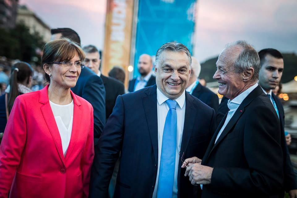Nagyvonal: Orbán Viktor 15 évvel azután, hogy Medgyessy Péter elverte, újra együtt tud nevetni egykori riválisával