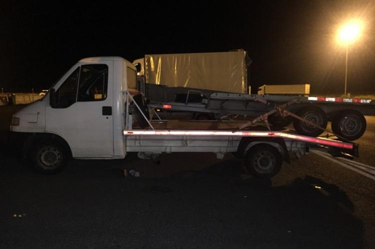 Öt irakit dugott el trélerén a bolgár sofőr