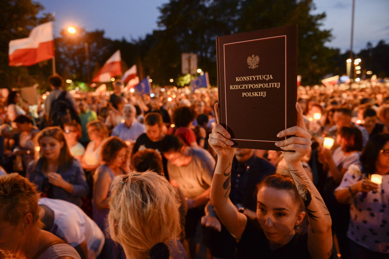 A lengyel felsőház is megszavazta a vitatott igazságügyi reformot