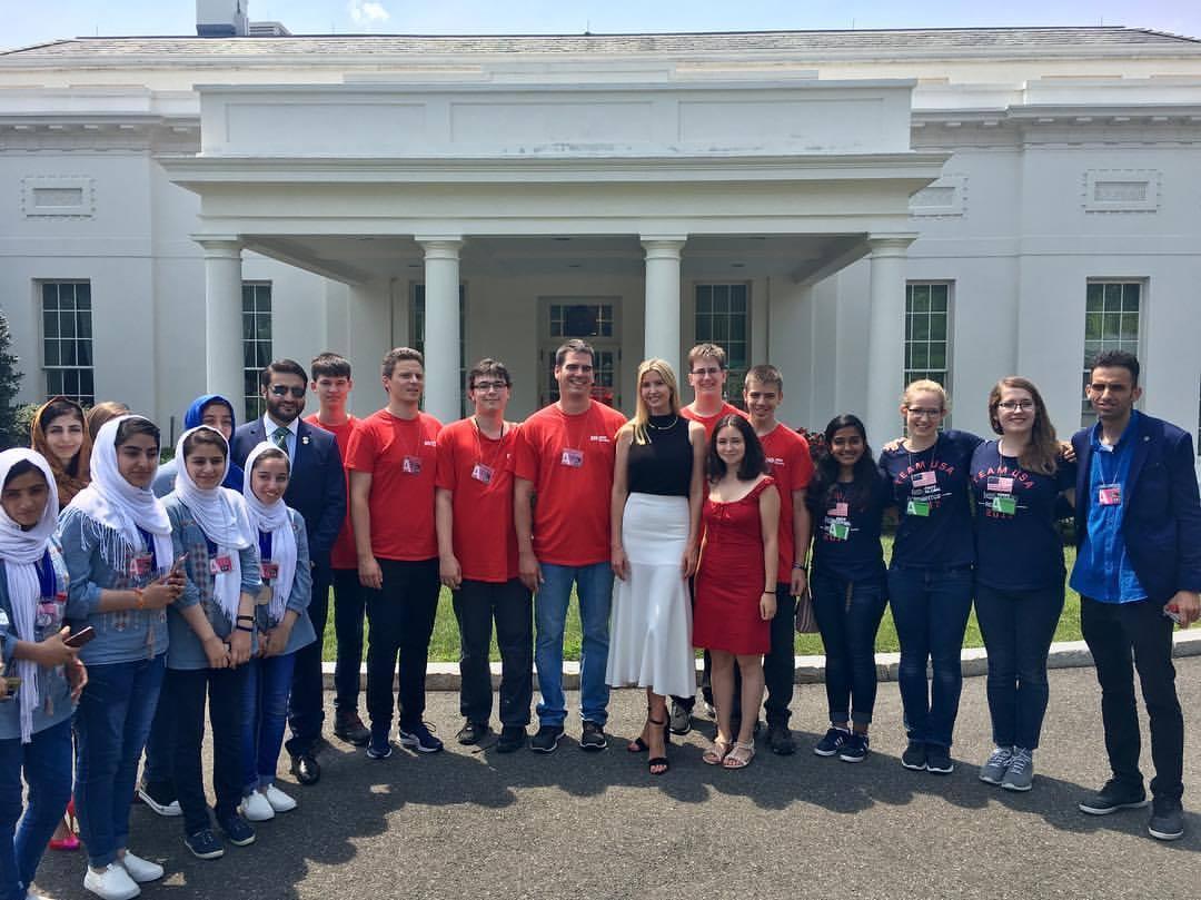 Magyar gimnazistákat fogadtak a Fehér Házban