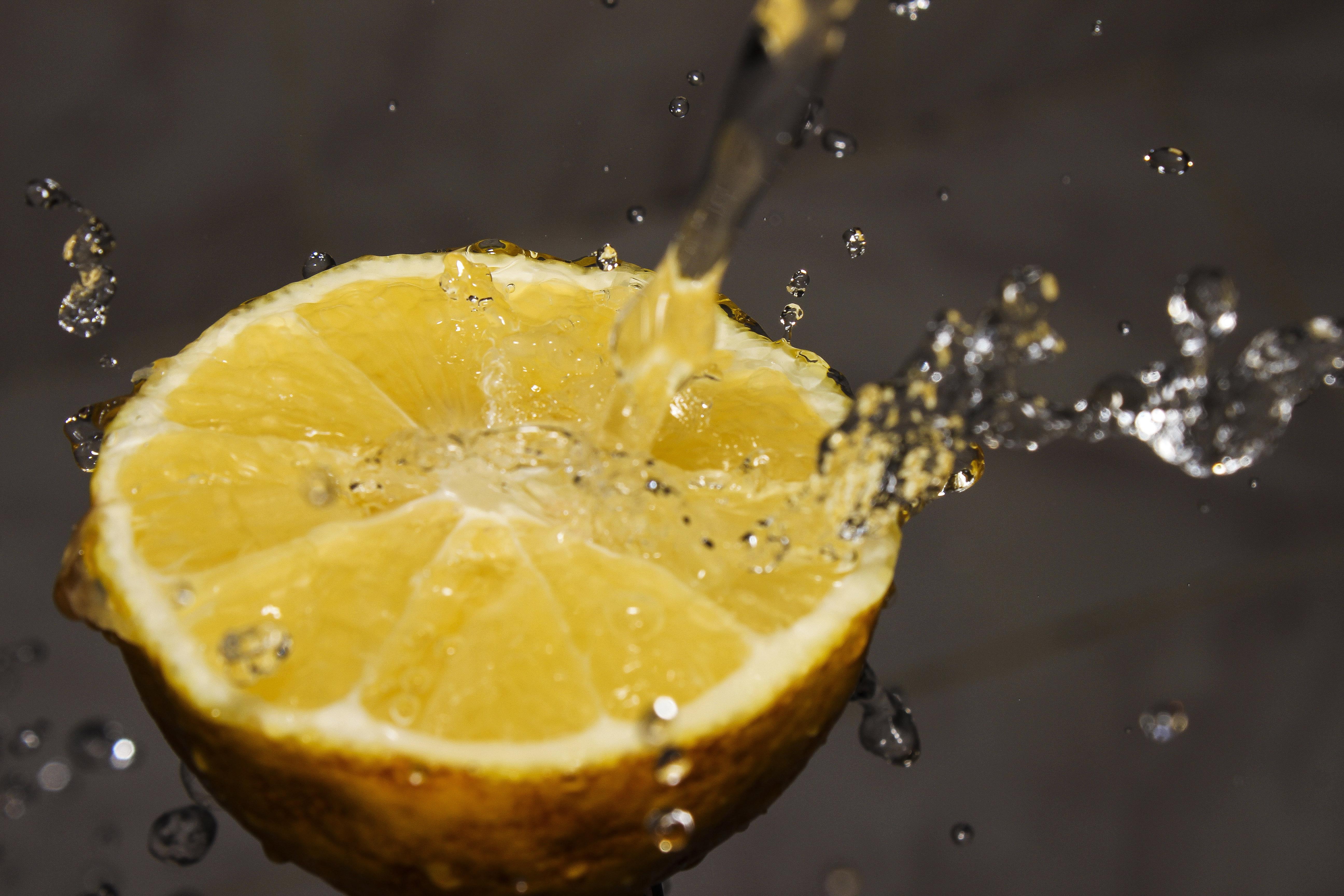 Egy ötéves kislány limonádét árult egy brit fesztiválon, megbüntették, de aztán....
